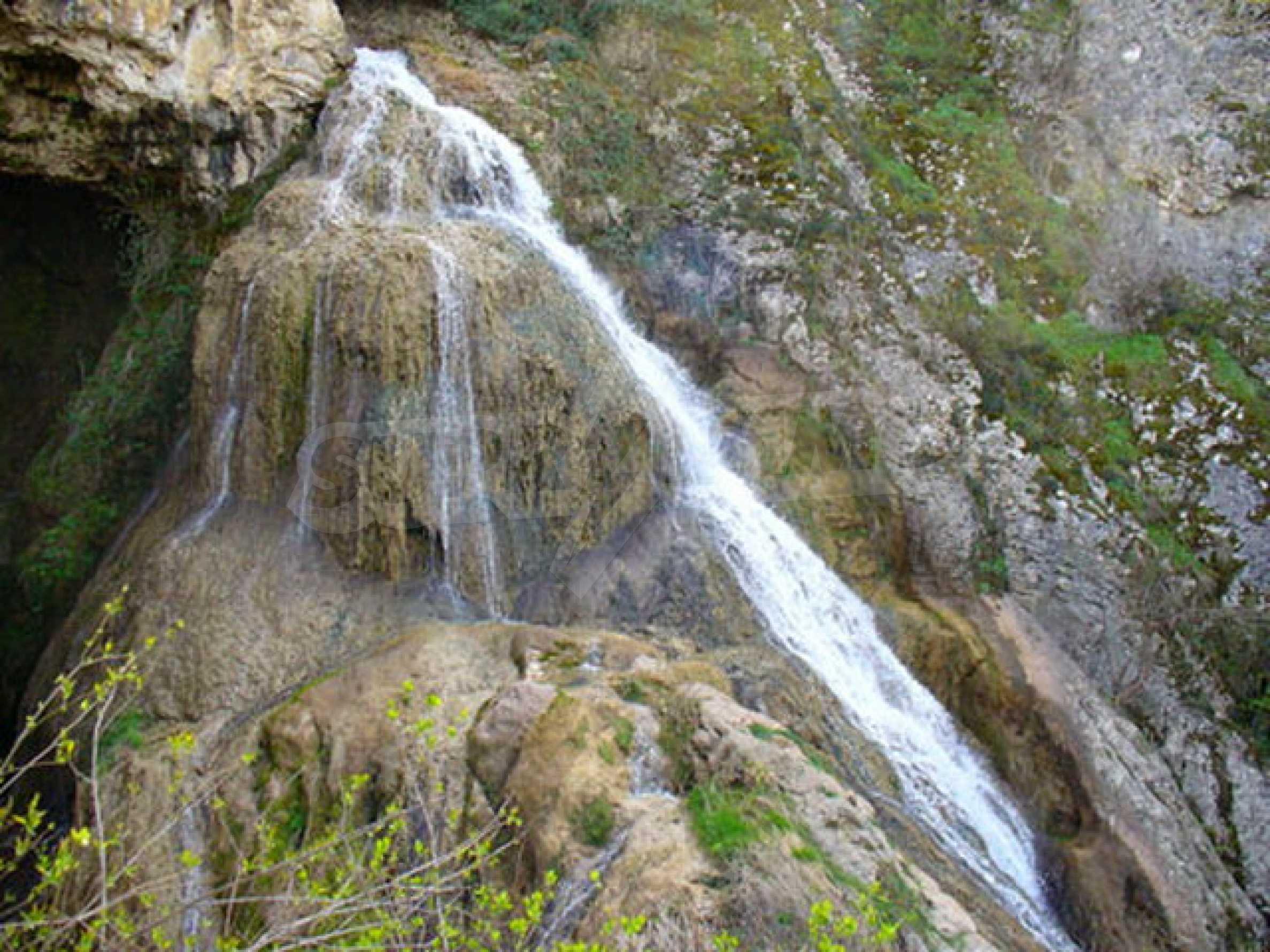 Большой семейный дом около водопадов 10