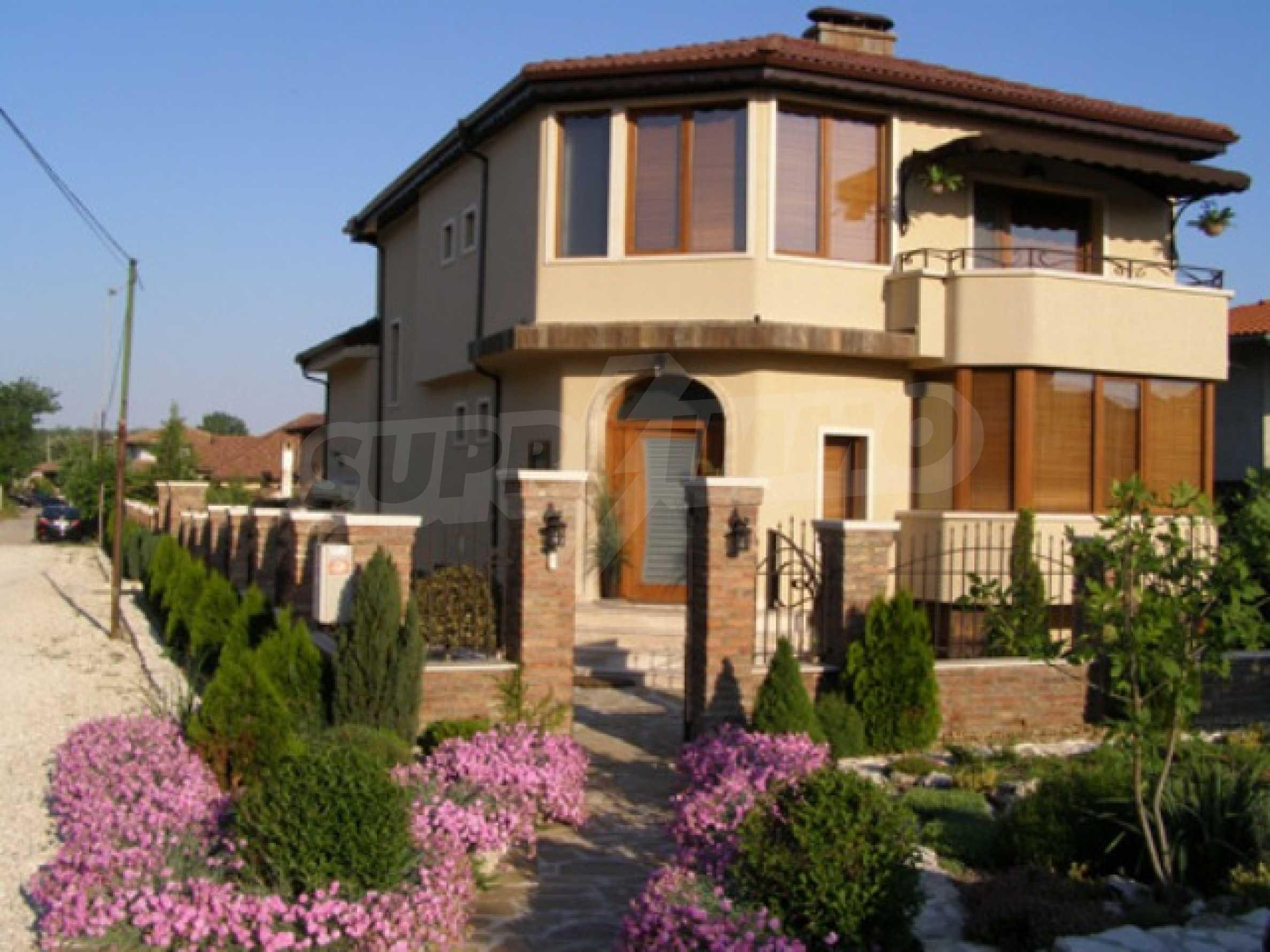 Изключителна еднофамилна къща край Варна
