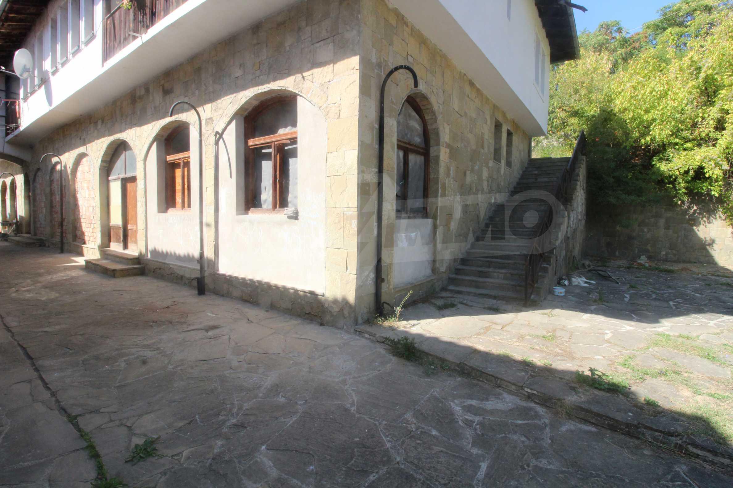 Restaurant am Fuße des Tsarevets-Hügels in Veliko Tarnovo 1