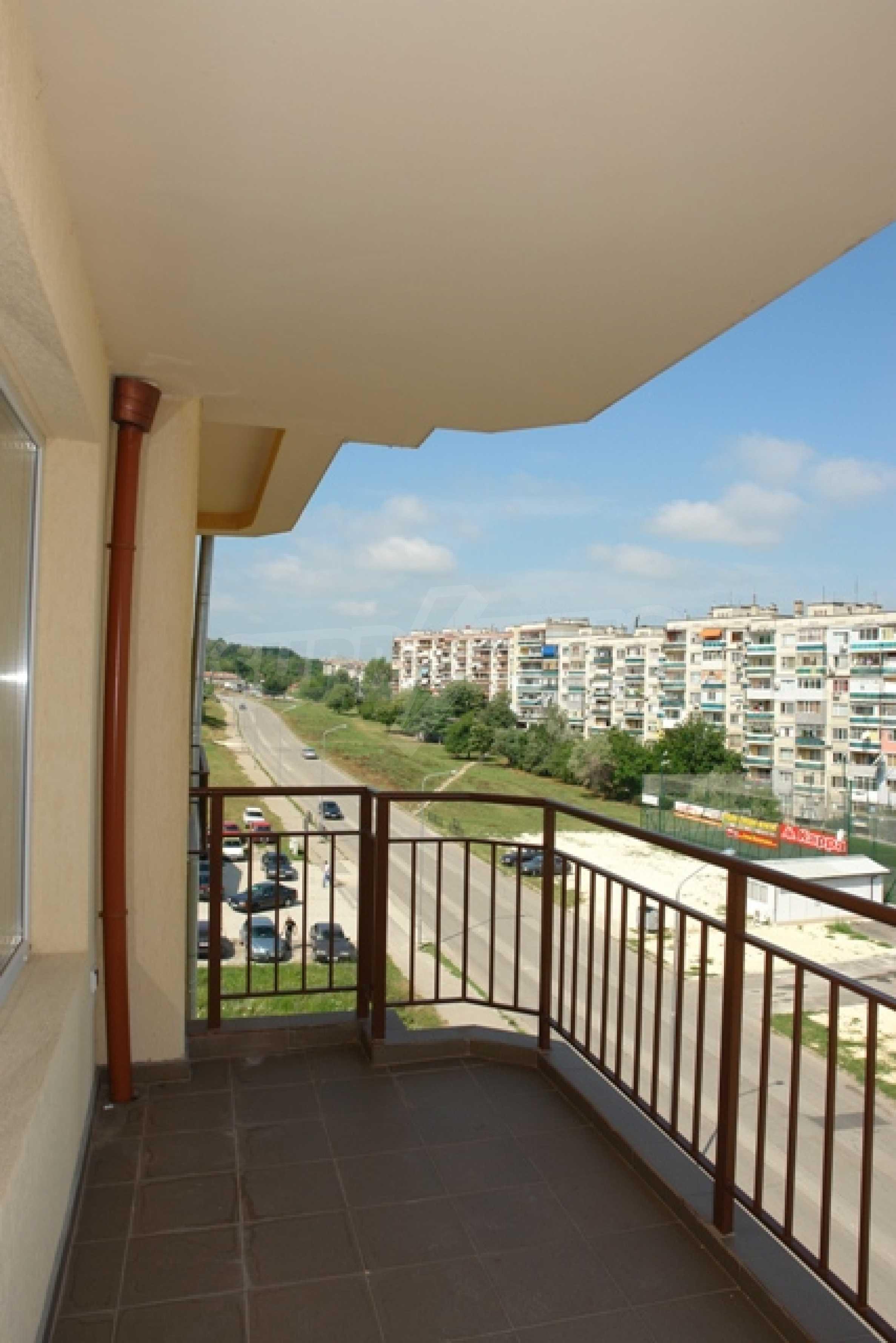 Тристаен апартамент в Русе с невероятна панорама към града 9