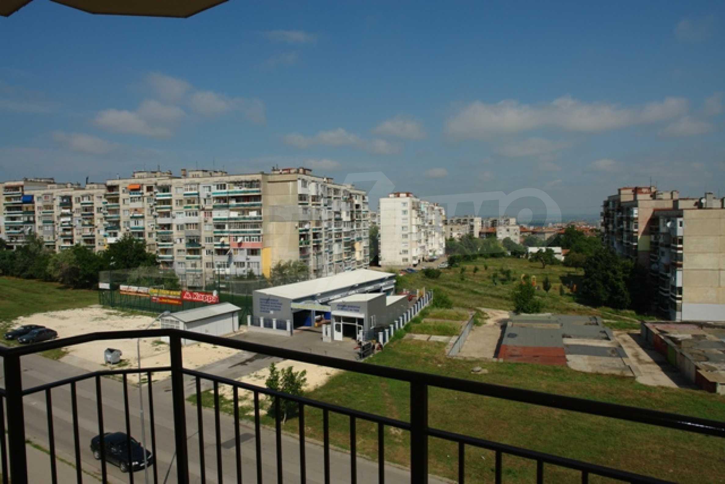 Тристаен апартамент в Русе с невероятна панорама към града 10