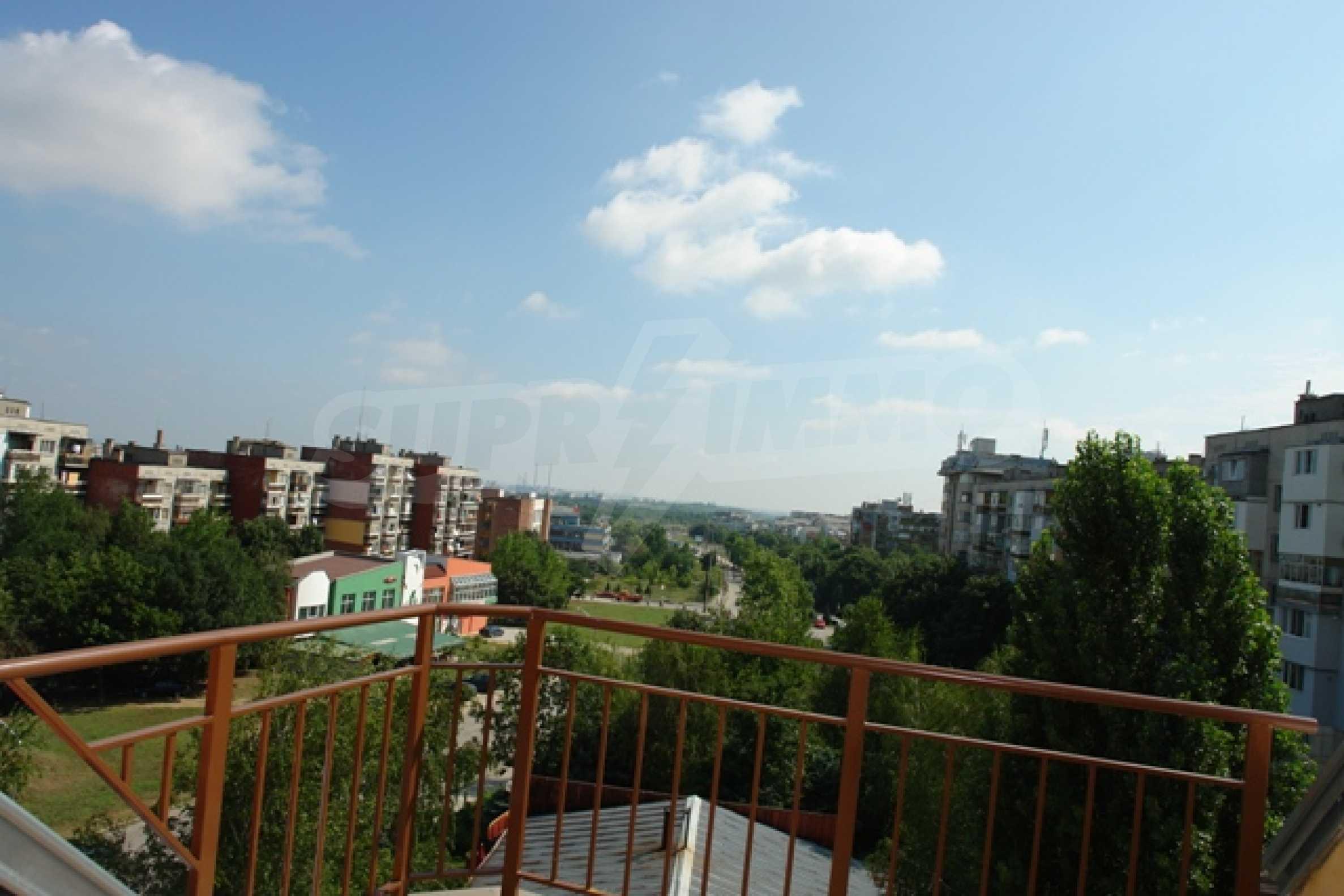 Тристаен апартамент в Русе с невероятна панорама към града 25