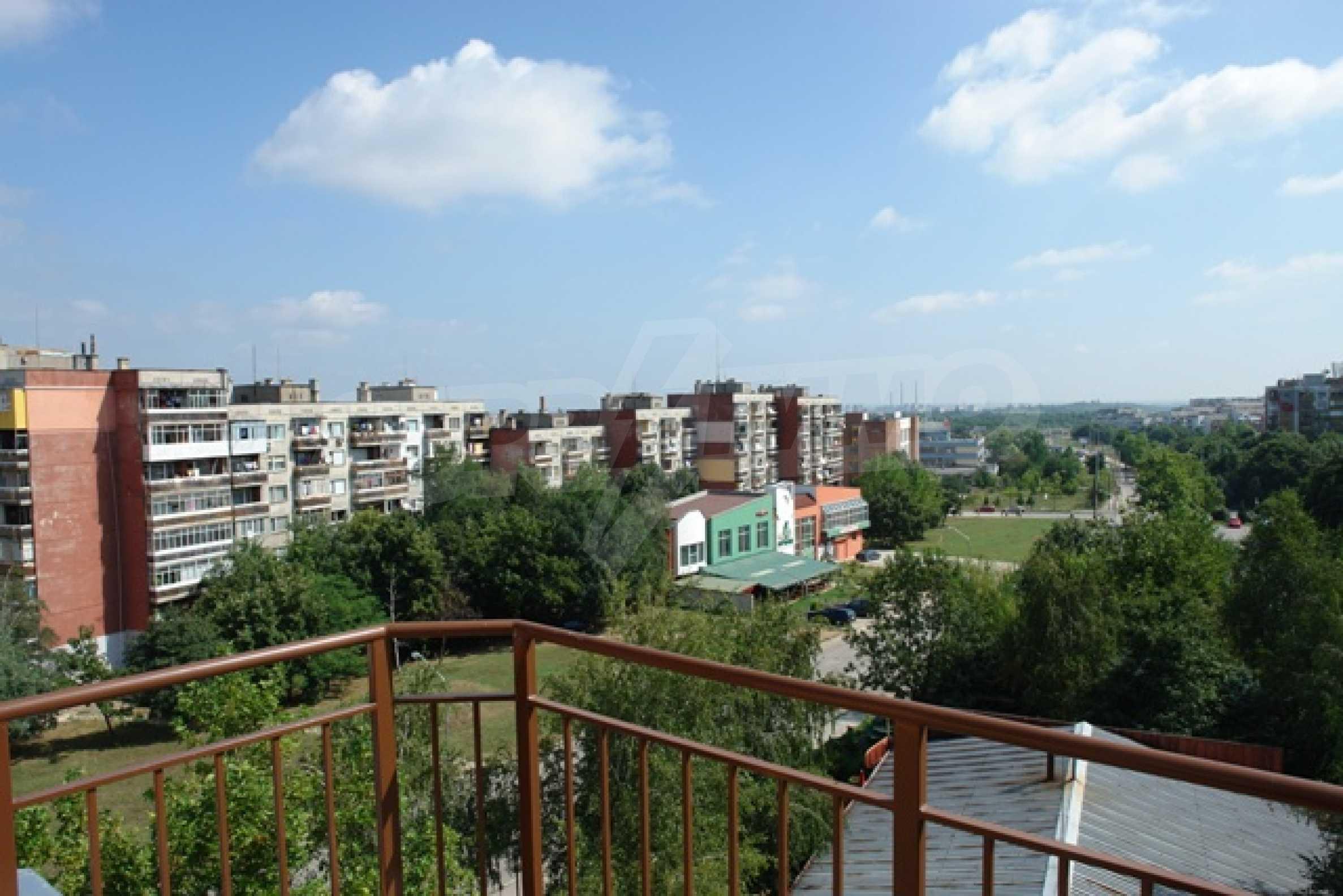 Тристаен апартамент в Русе с невероятна панорама към града 26