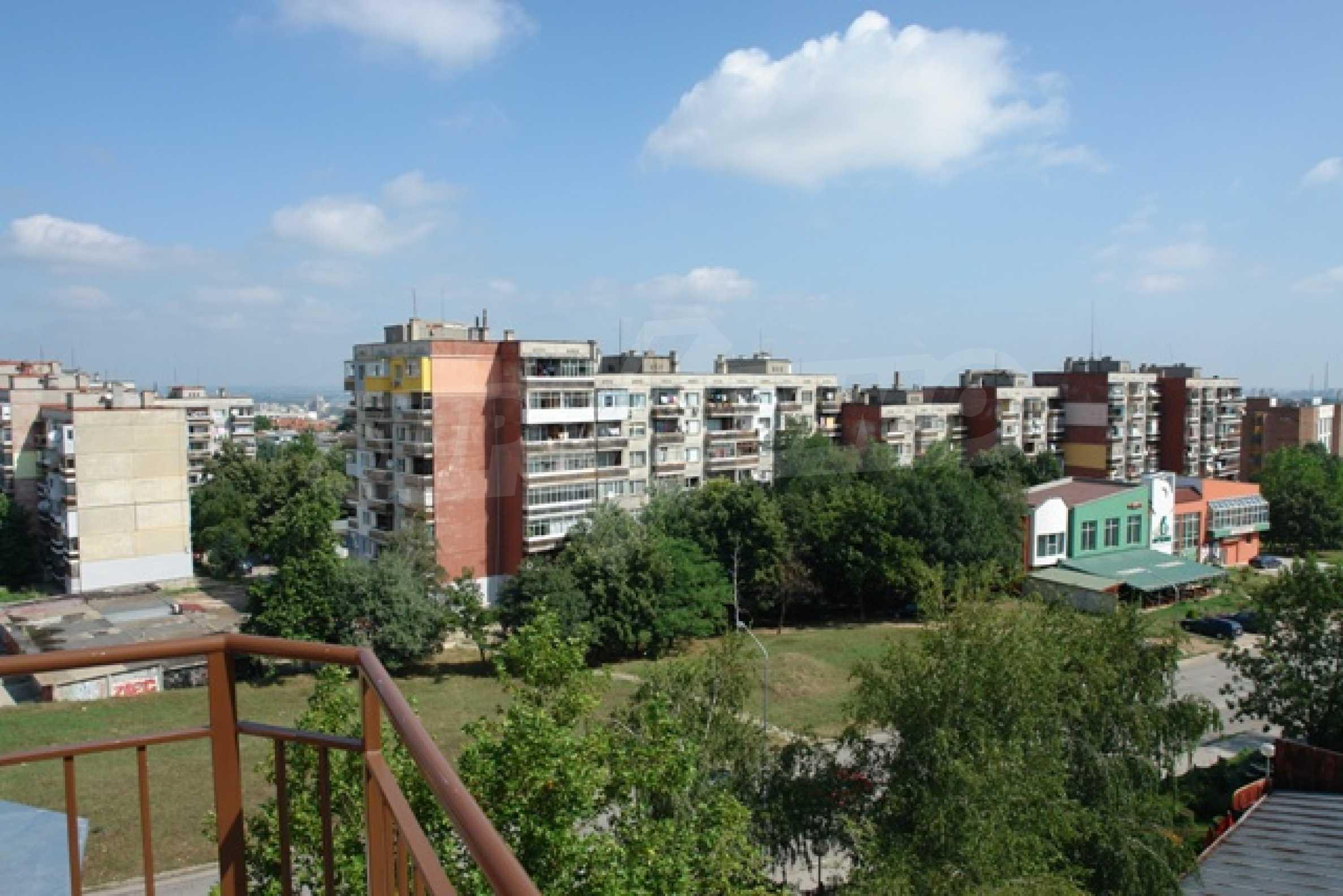 Тристаен апартамент в Русе с невероятна панорама към града 27