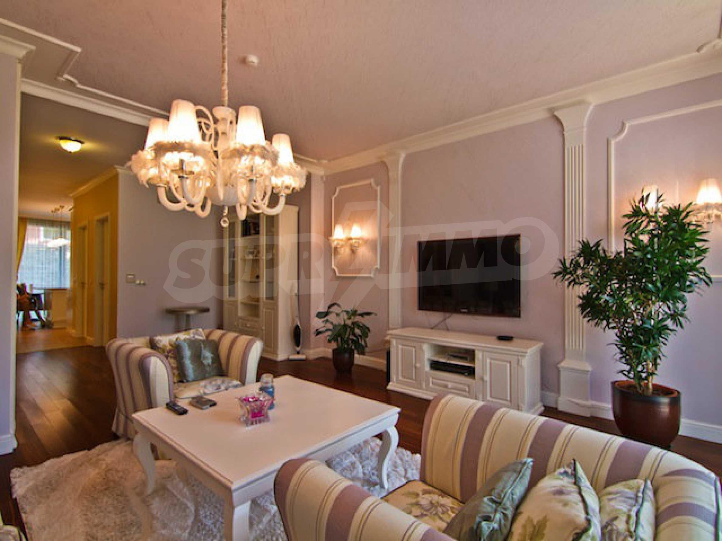 Luxuriös eingerichtetes Apartment mit einem Schlafzimmer 2