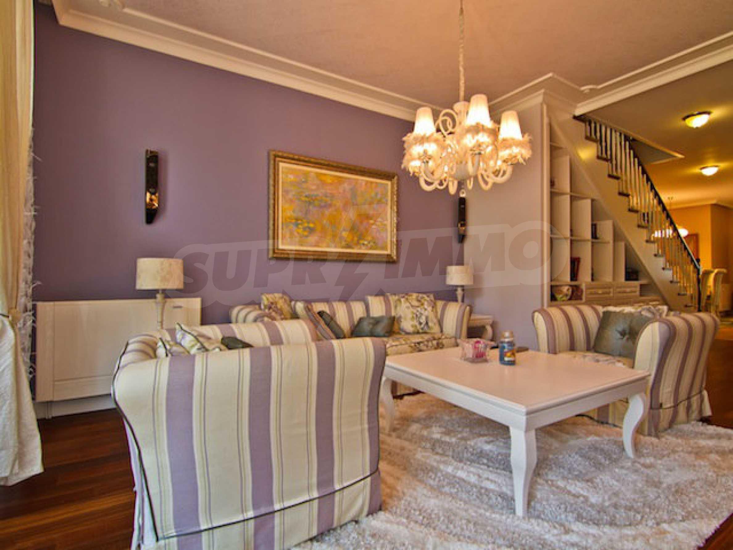 Luxuriös eingerichtetes Apartment mit einem Schlafzimmer 3