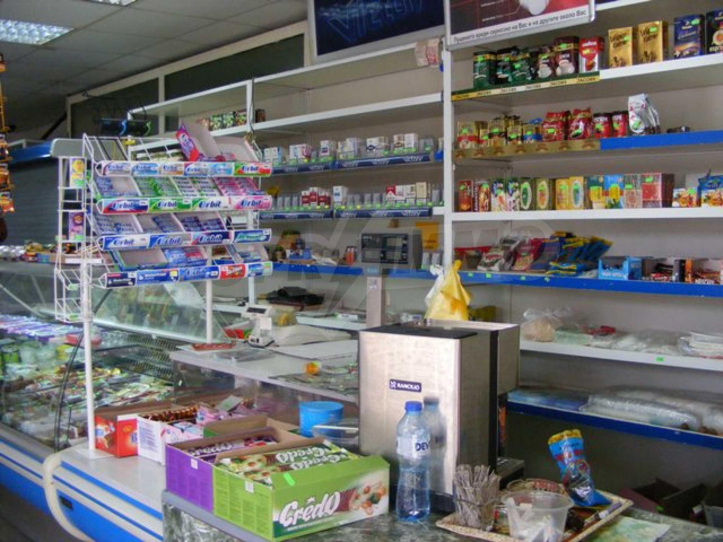 Функциониращ магазин в Балчик 10