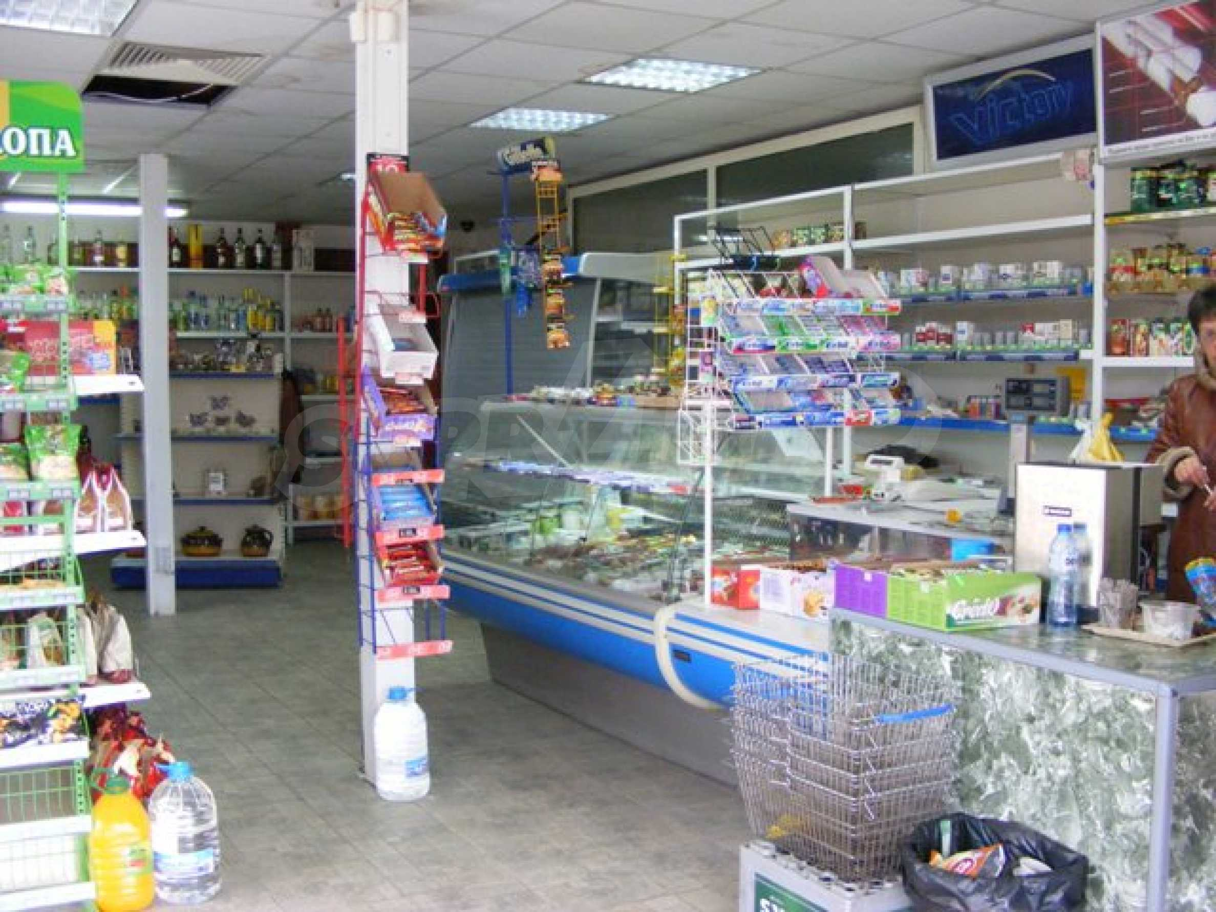 Функциониращ магазин в Балчик 6