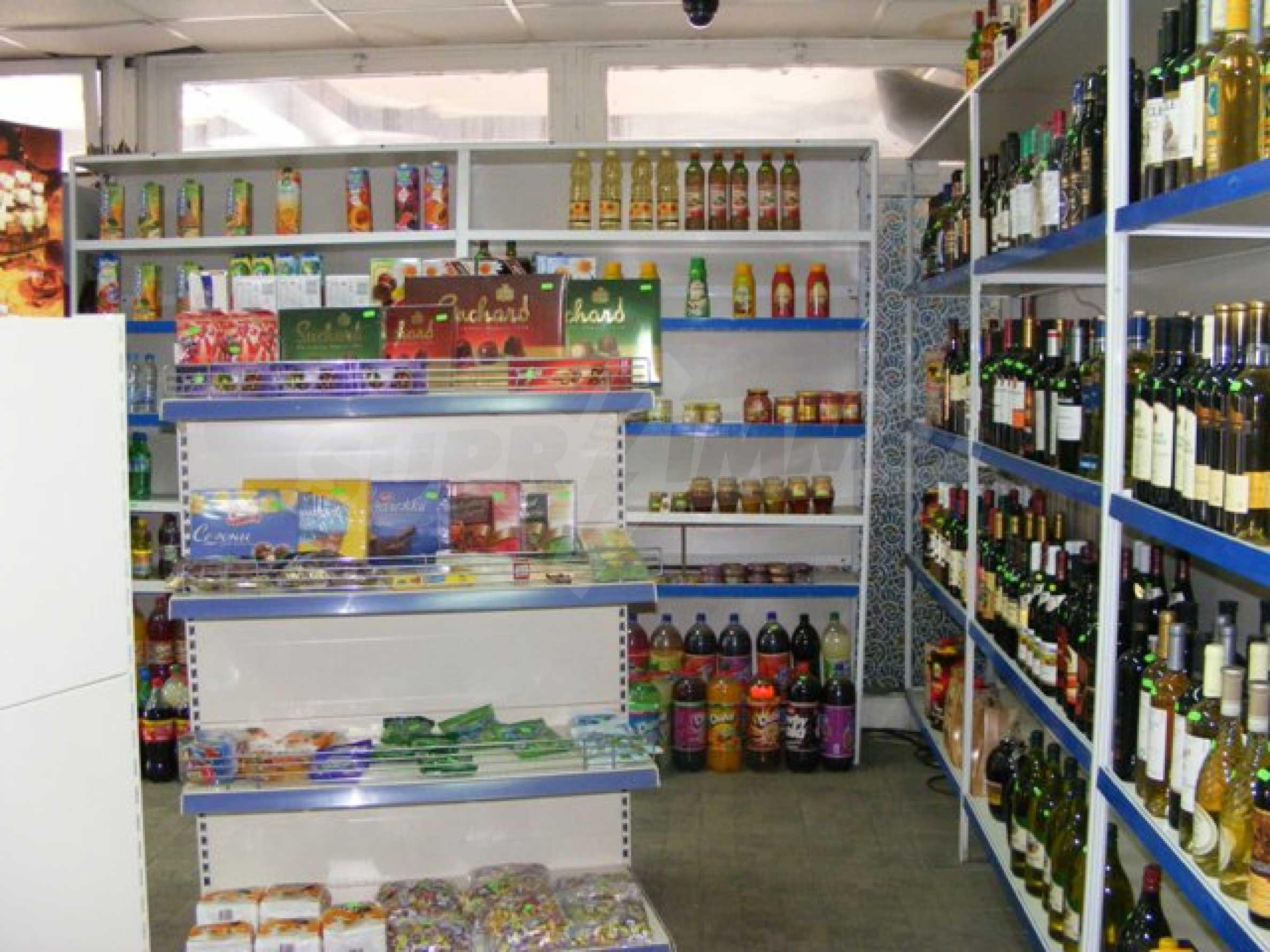 Функциониращ магазин в Балчик 8