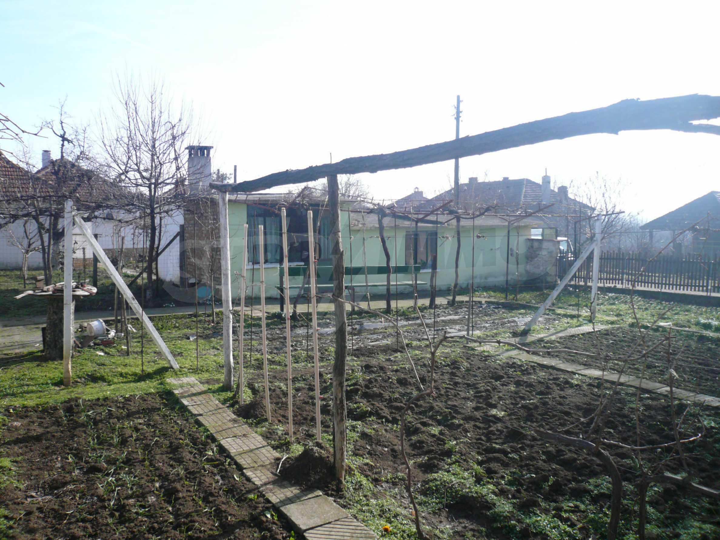 Schöne zweistöckige Villa mit großem Garten 13