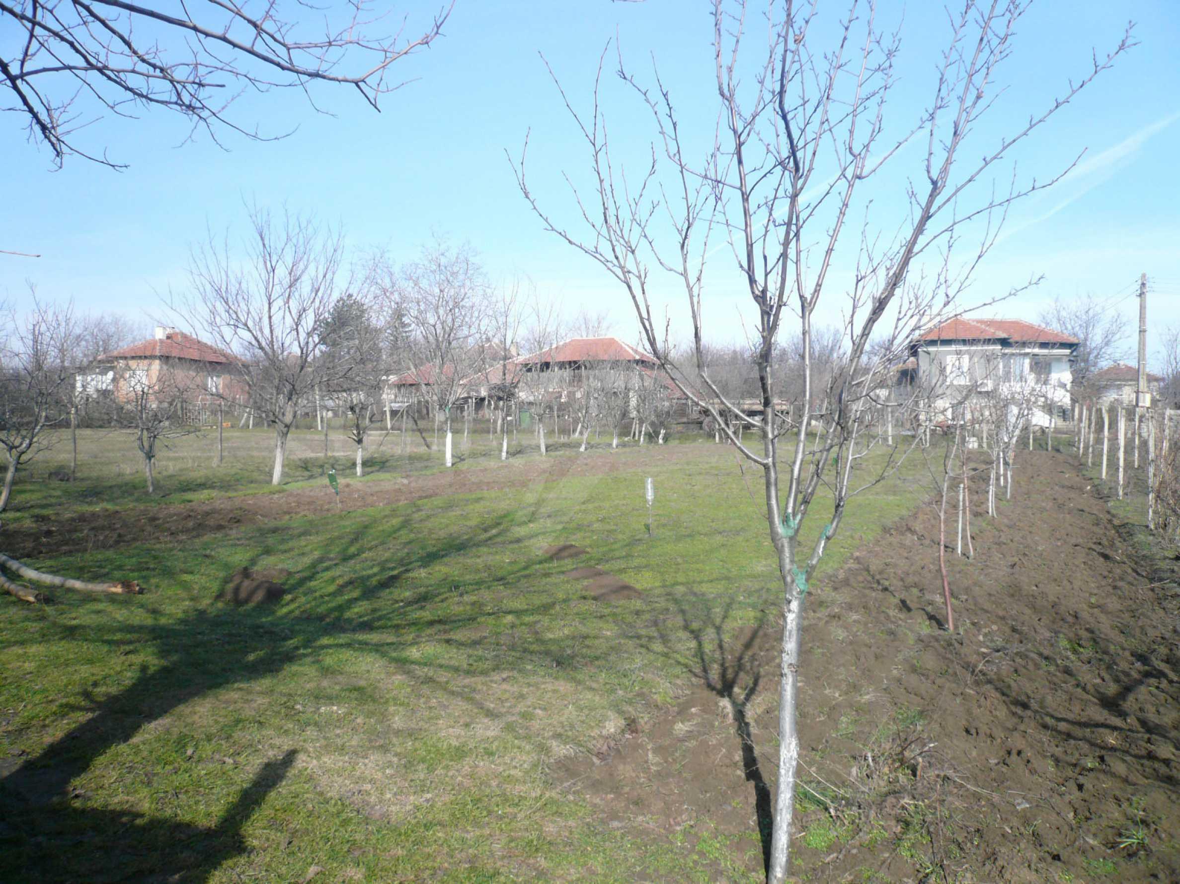Schöne zweistöckige Villa mit großem Garten 14