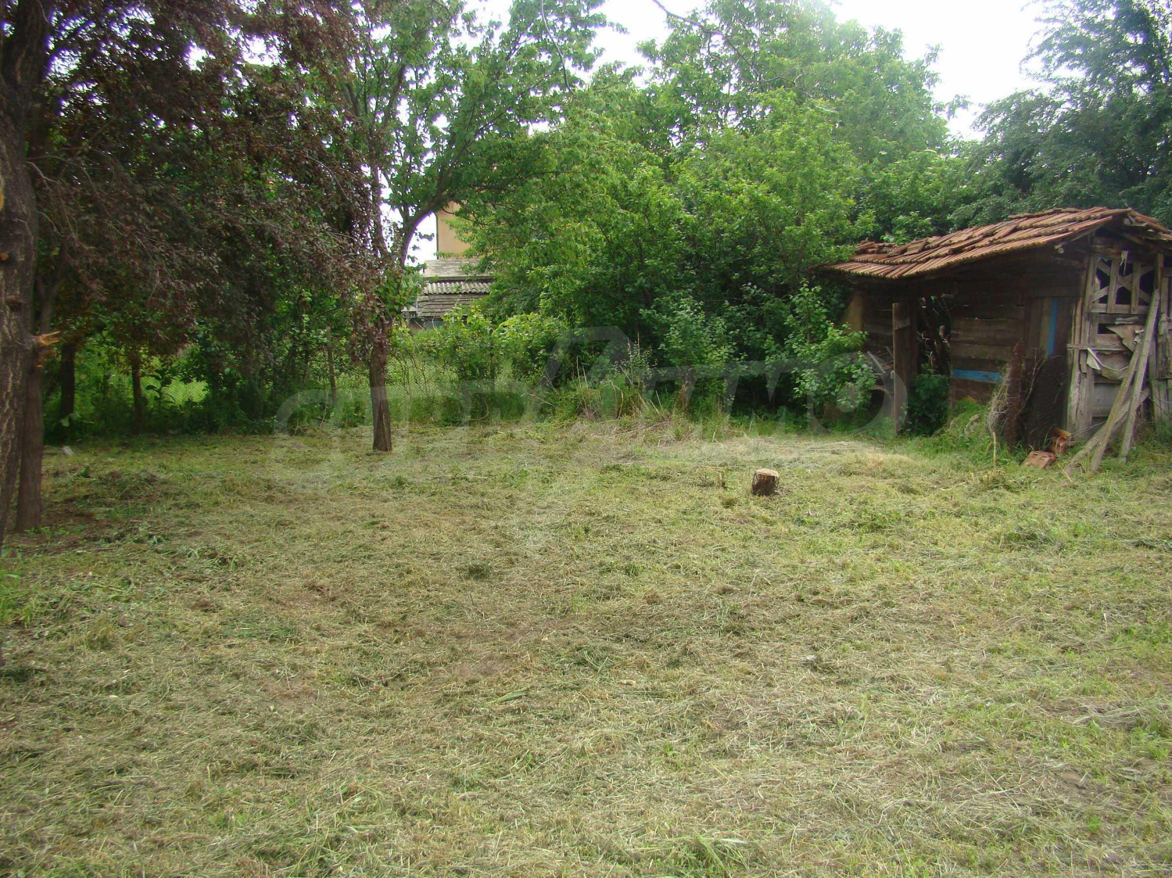 Къща с голям двор в село на брега на река Дунав 10