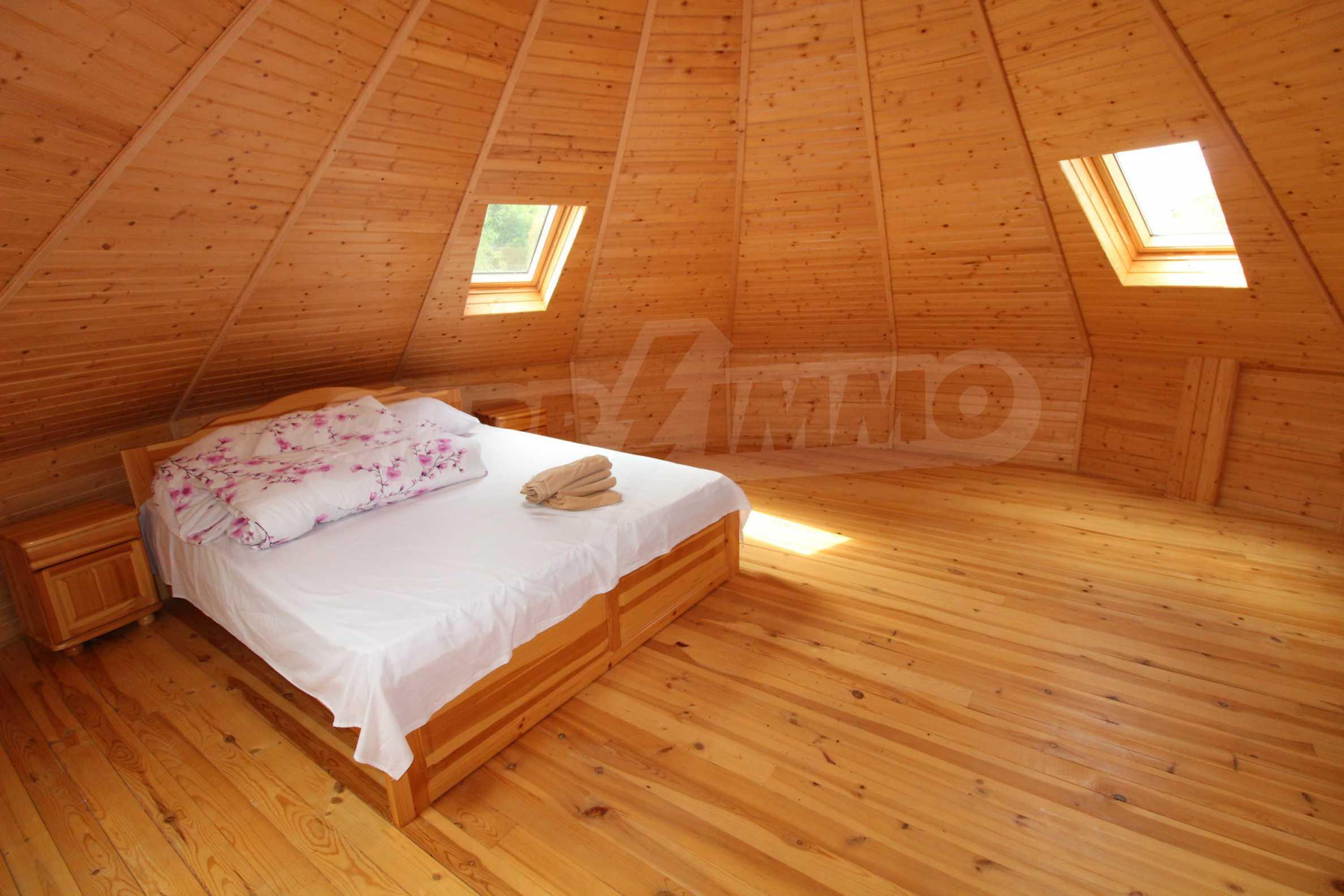 Уникално вилно селище с кръгли къщи на 50 км от Велико Търново  31