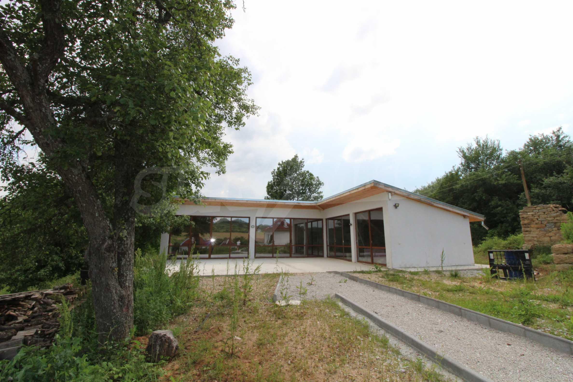 Уникално вилно селище с кръгли къщи на 50 км от Велико Търново  47