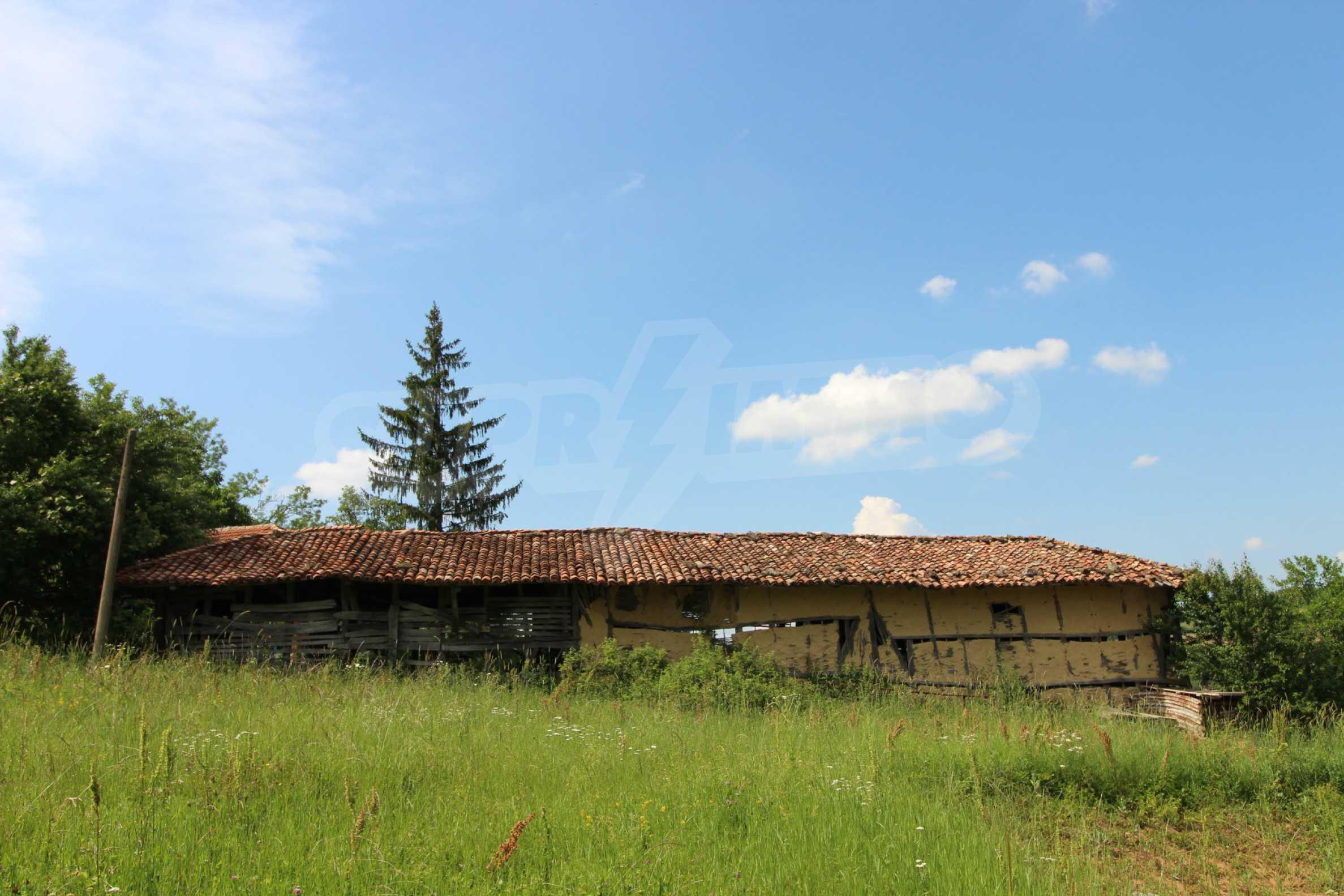 Уникално вилно селище с кръгли къщи на 50 км от Велико Търново  48