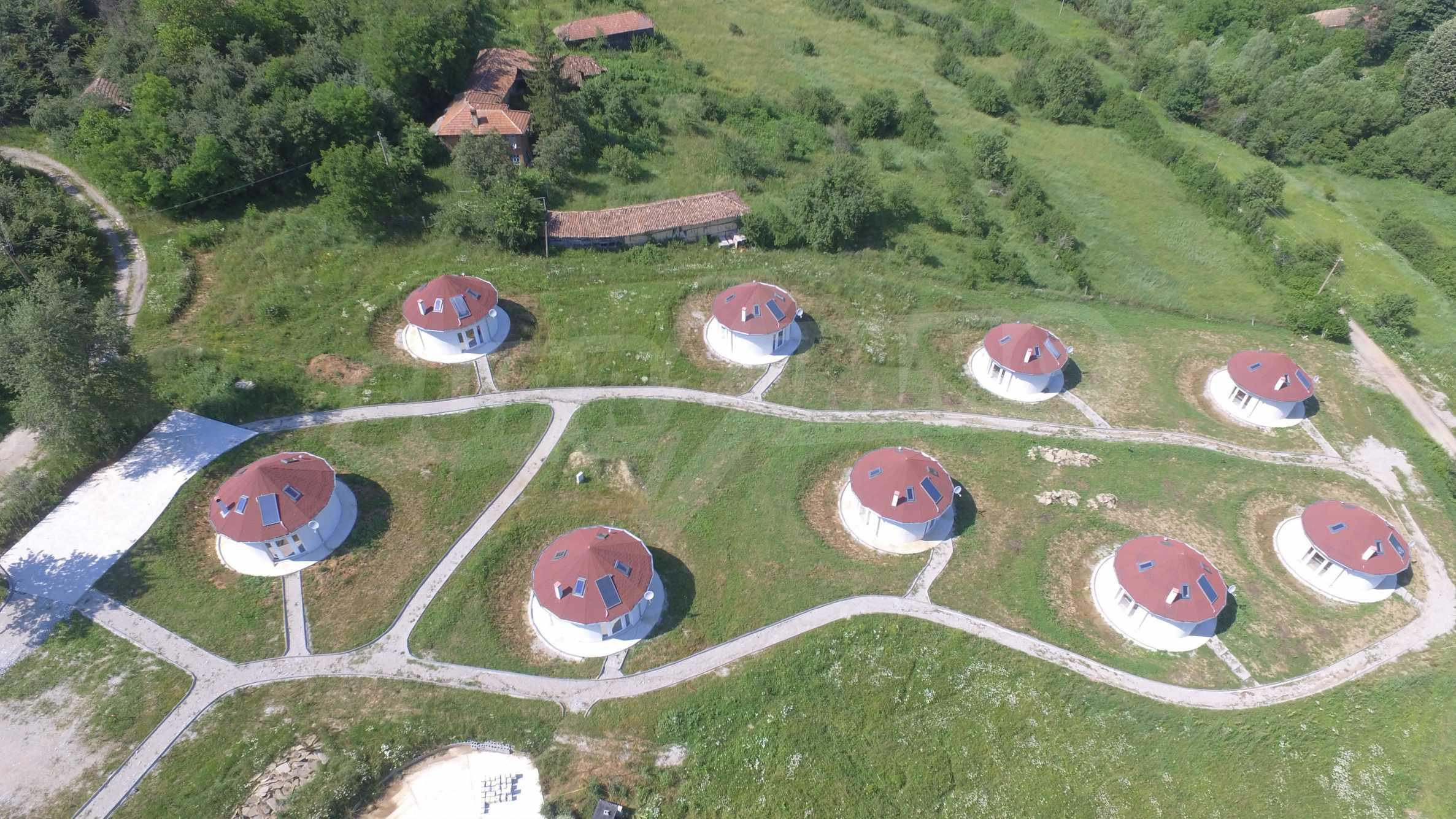 Уникално вилно селище с кръгли къщи на 50 км от Велико Търново  57