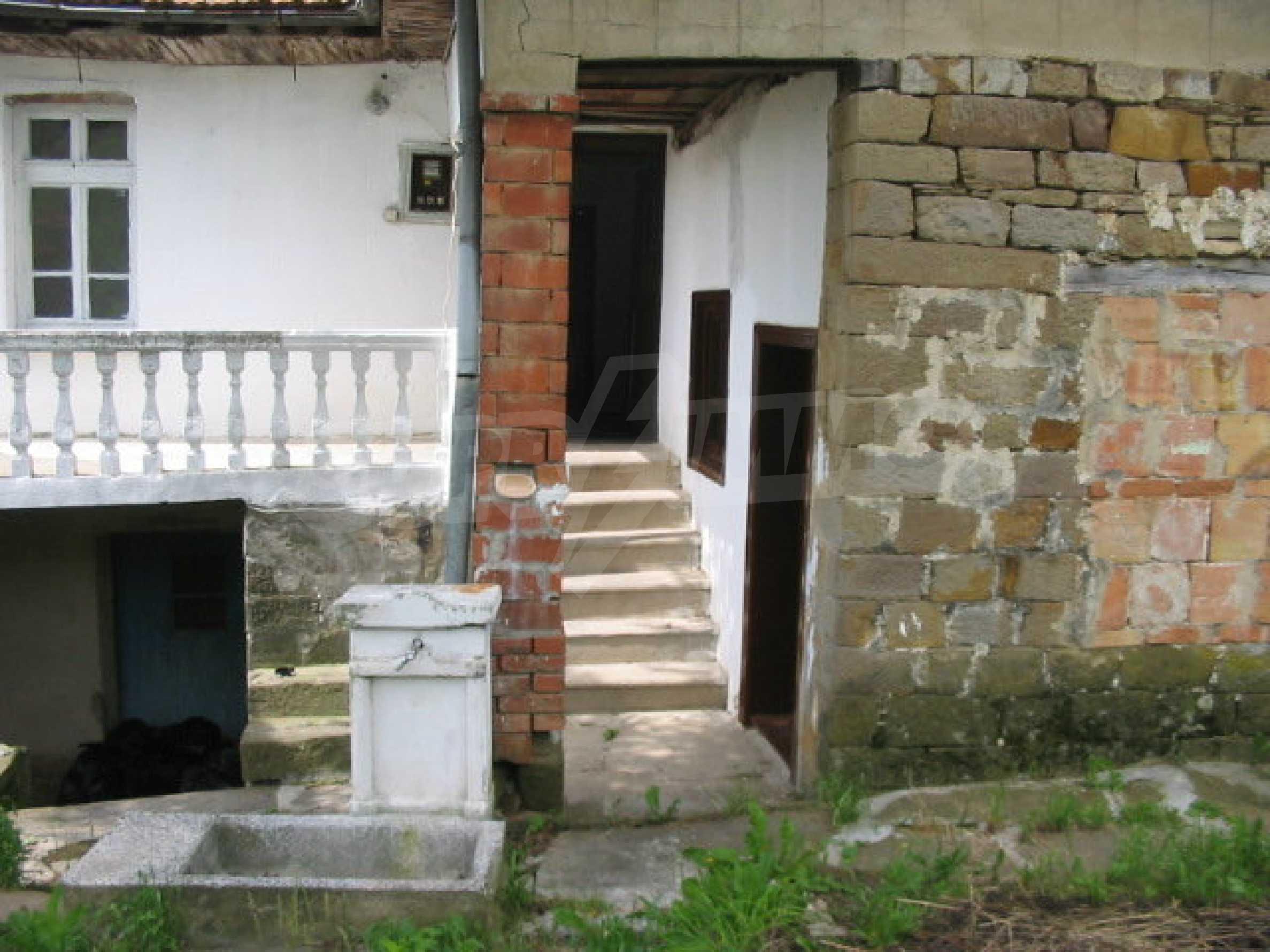 Zweistöckiges Haus in einem Dorf in der Nähe von Lovech 9