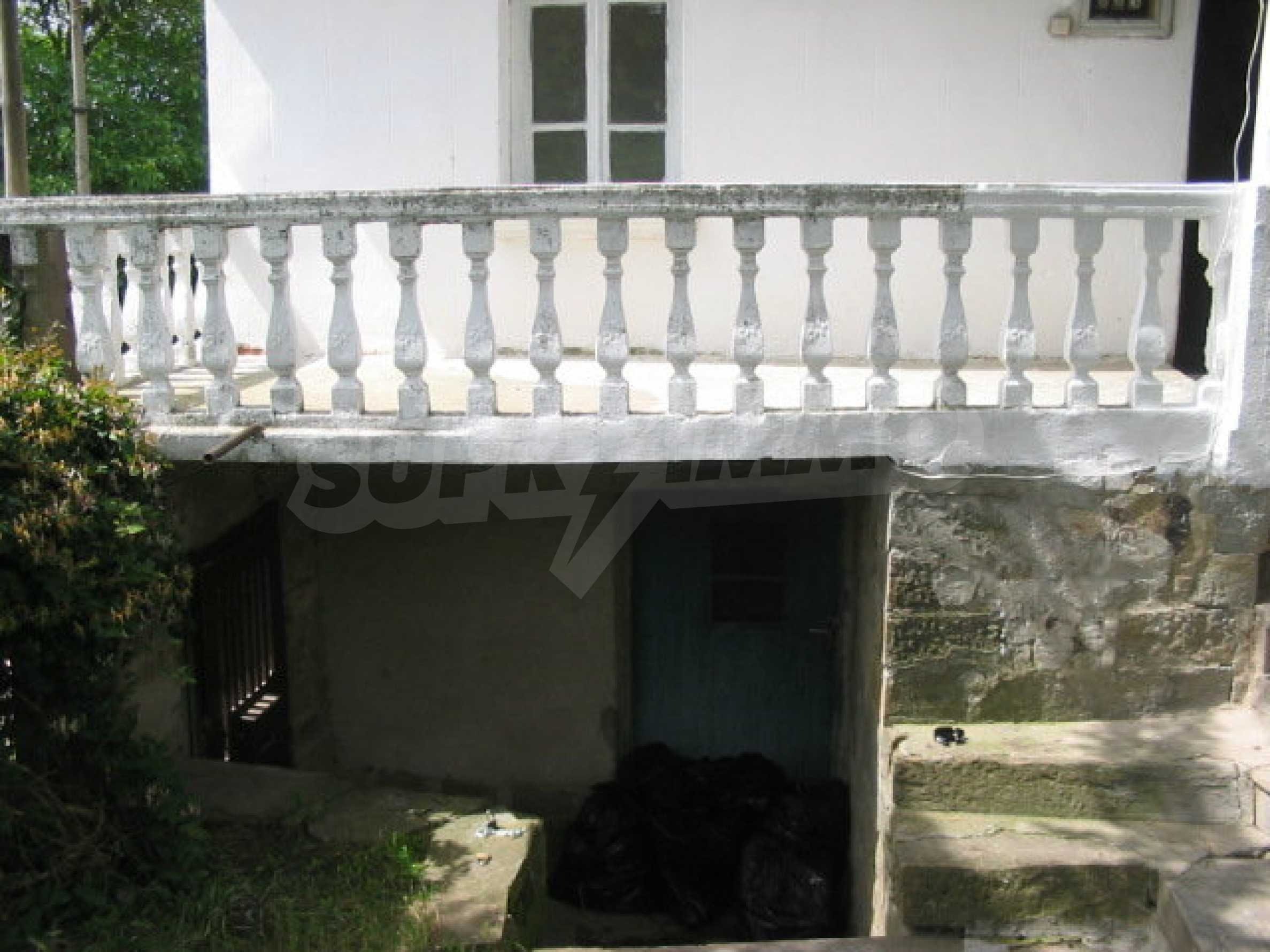 Zweistöckiges Haus in einem Dorf in der Nähe von Lovech 10