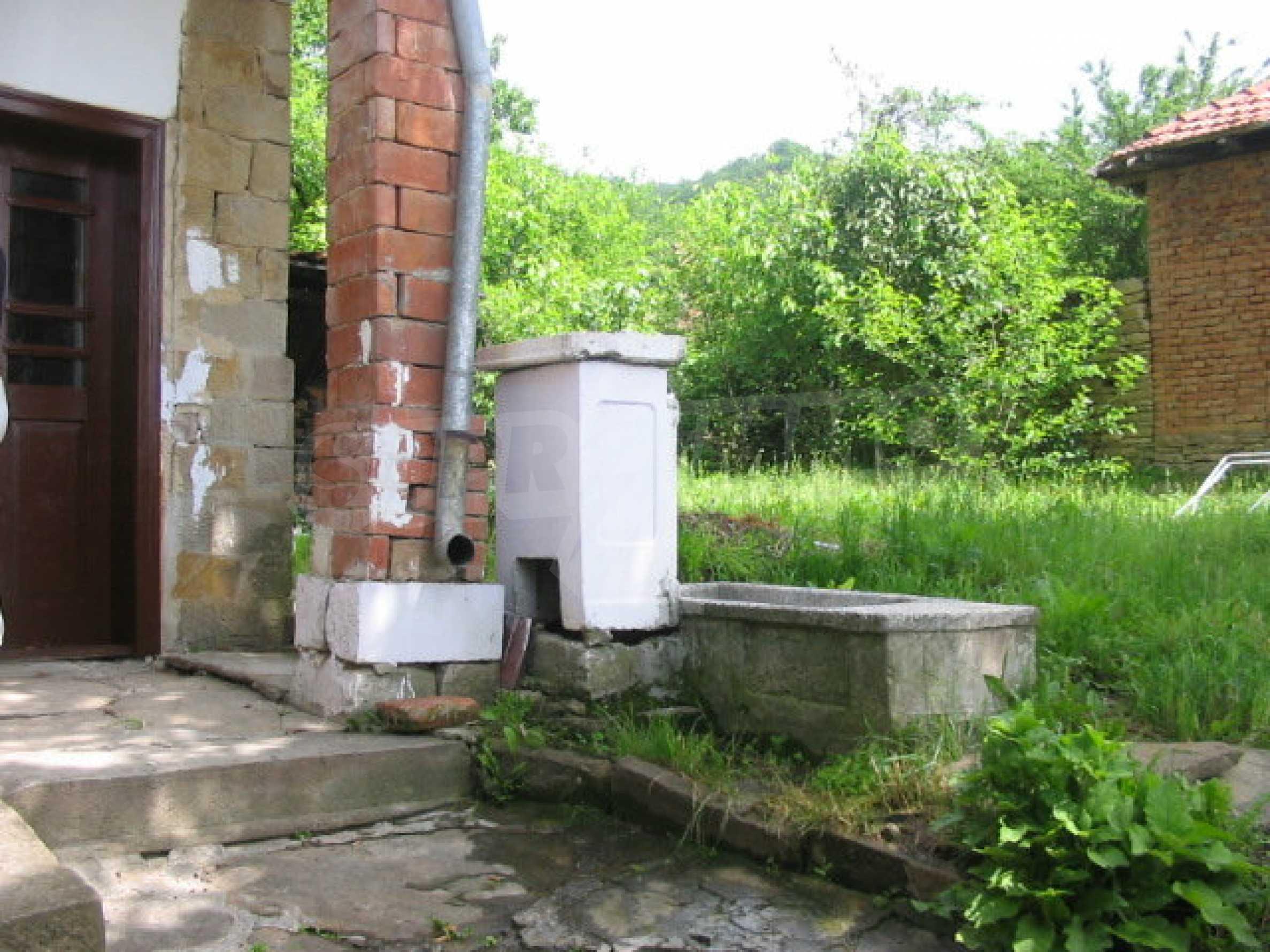 Zweistöckiges Haus in einem Dorf in der Nähe von Lovech 11