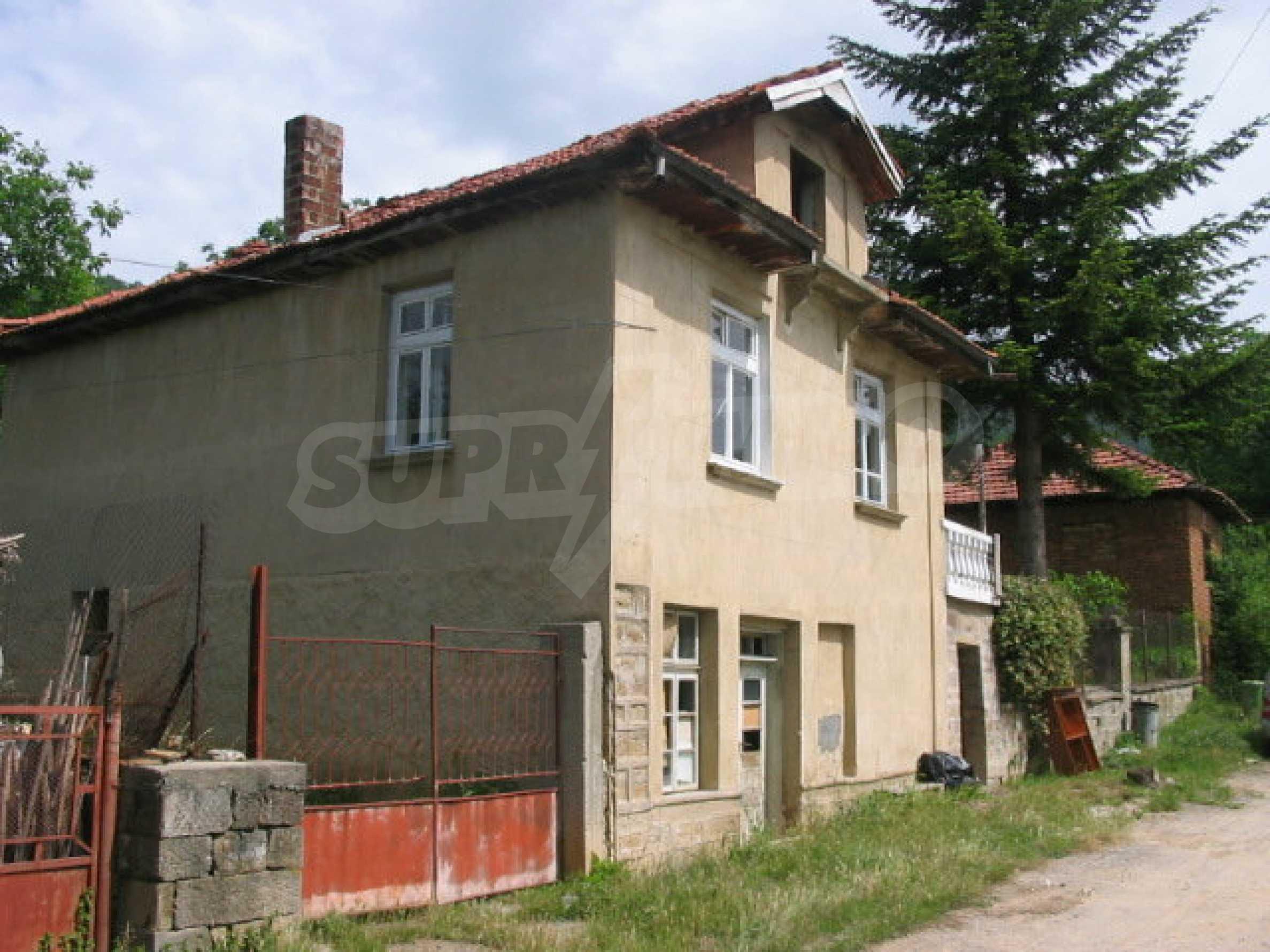 Zweistöckiges Haus in einem Dorf in der Nähe von Lovech 12