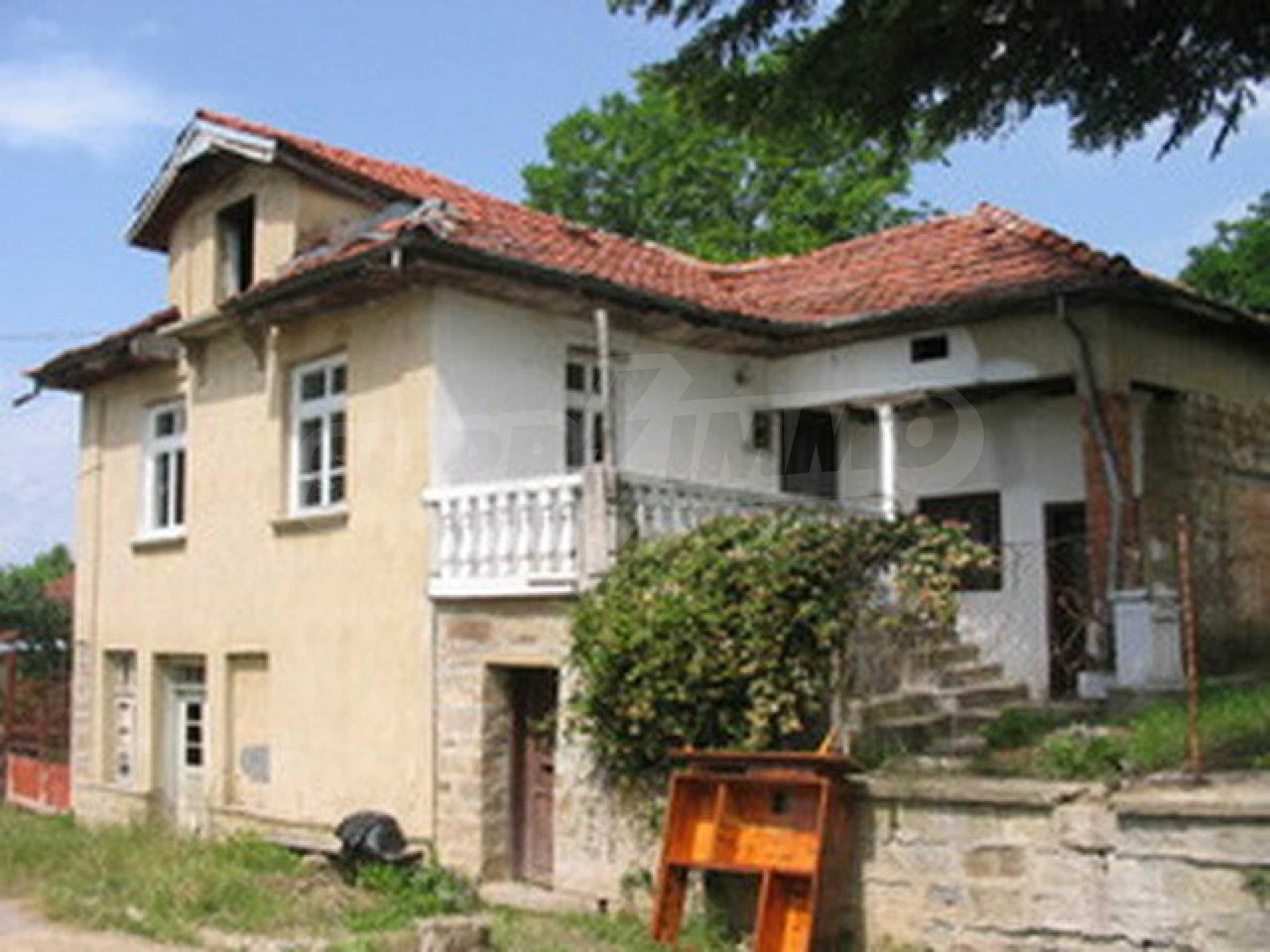 Zweistöckiges Haus in einem Dorf in der Nähe von Lovech 14