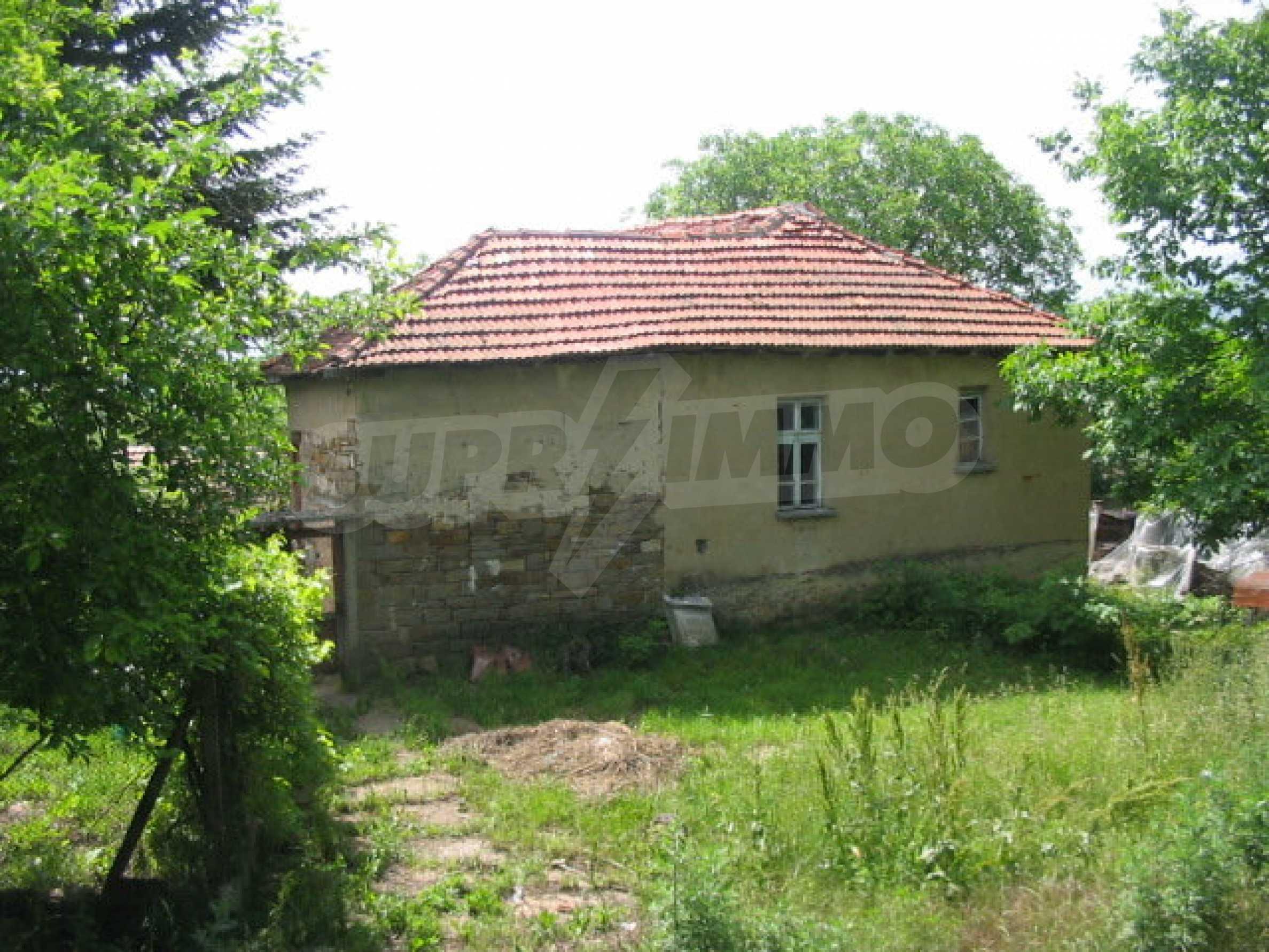 Zweistöckiges Haus in einem Dorf in der Nähe von Lovech 15