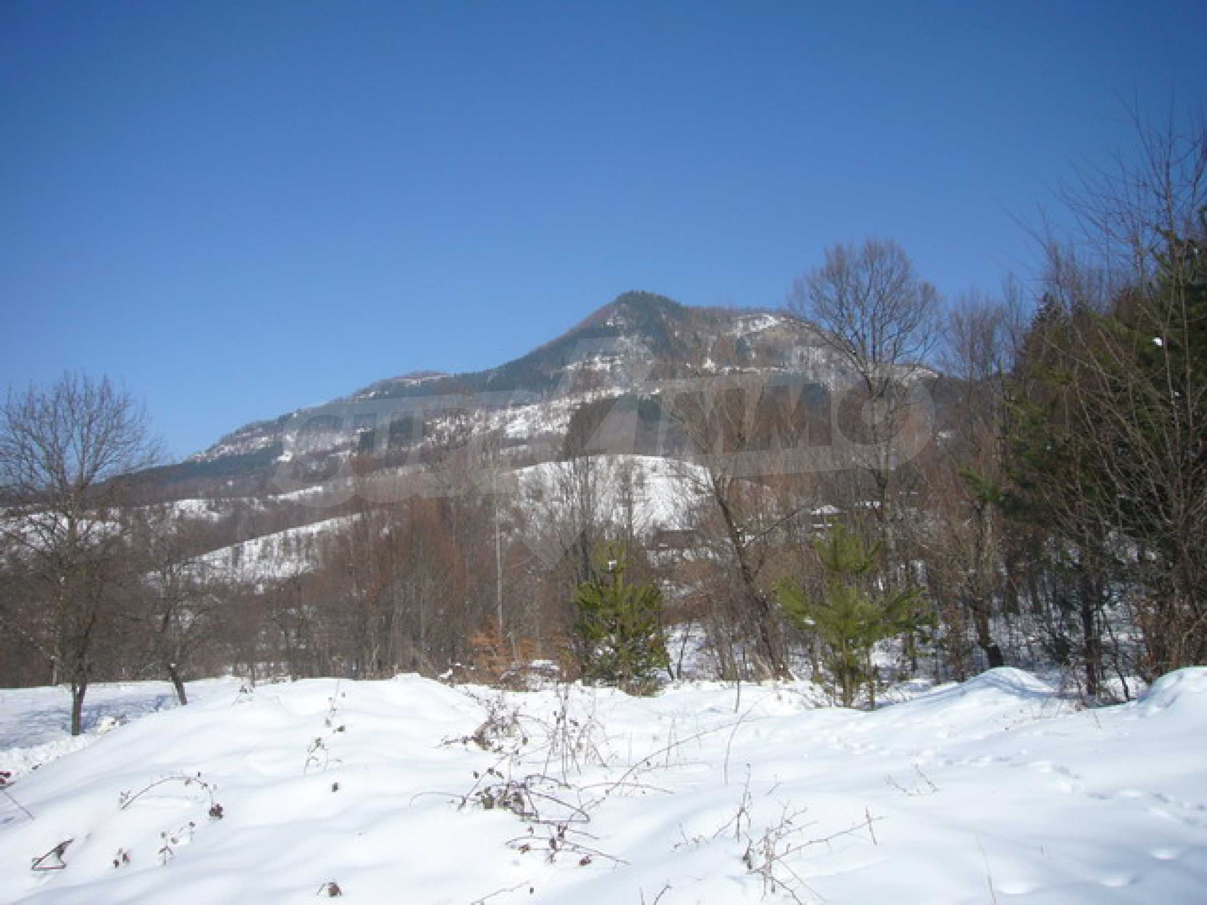 Land for sale near Apriltsi town 2