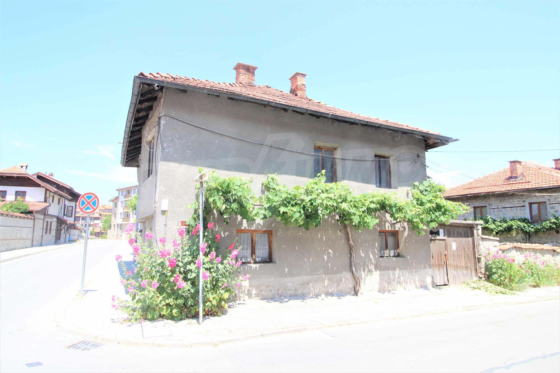 Двуетажна къща в центъра на ски курорта Банско
