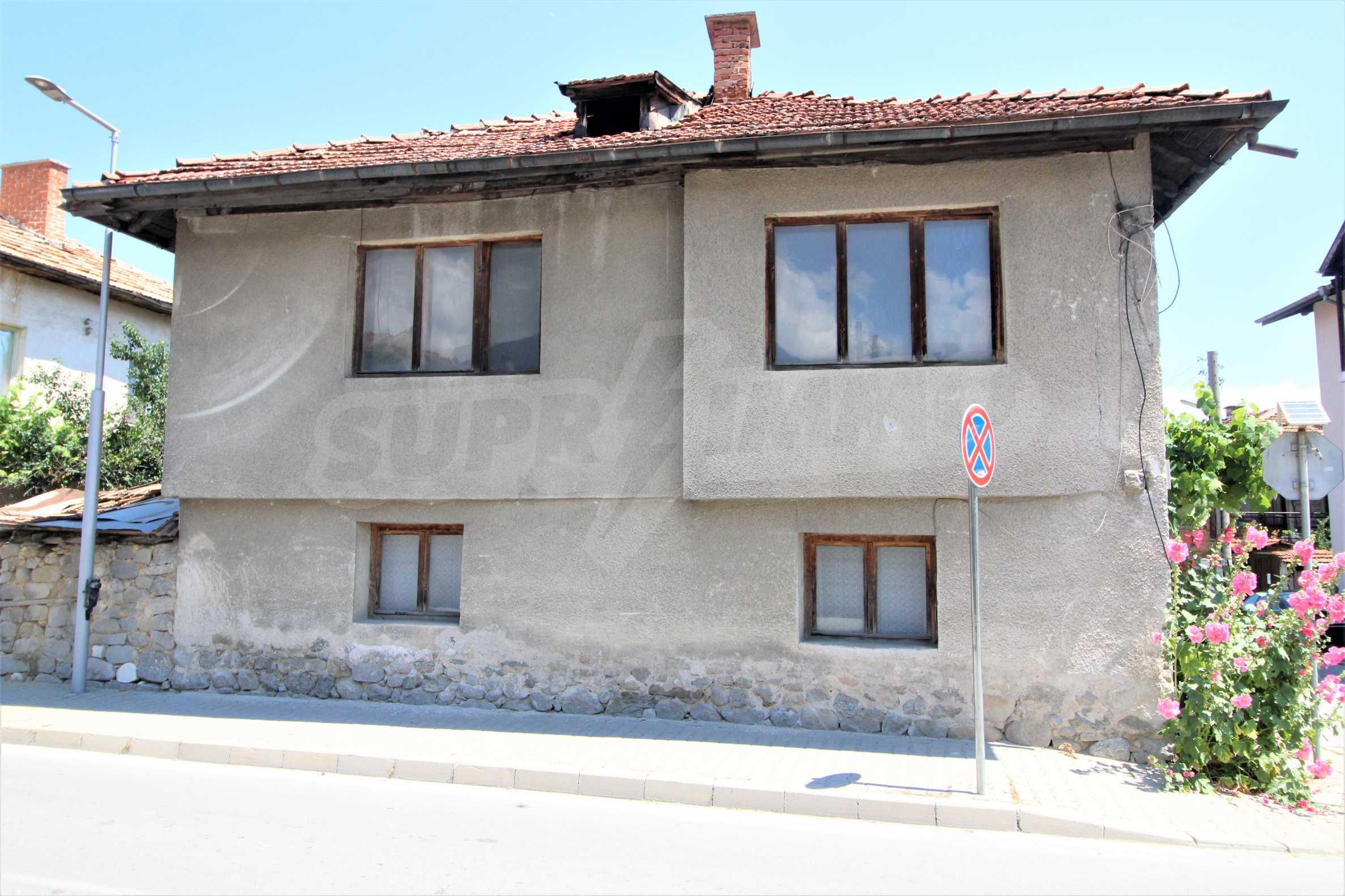 Двуетажна къща в центъра на ски курорта Банско 2