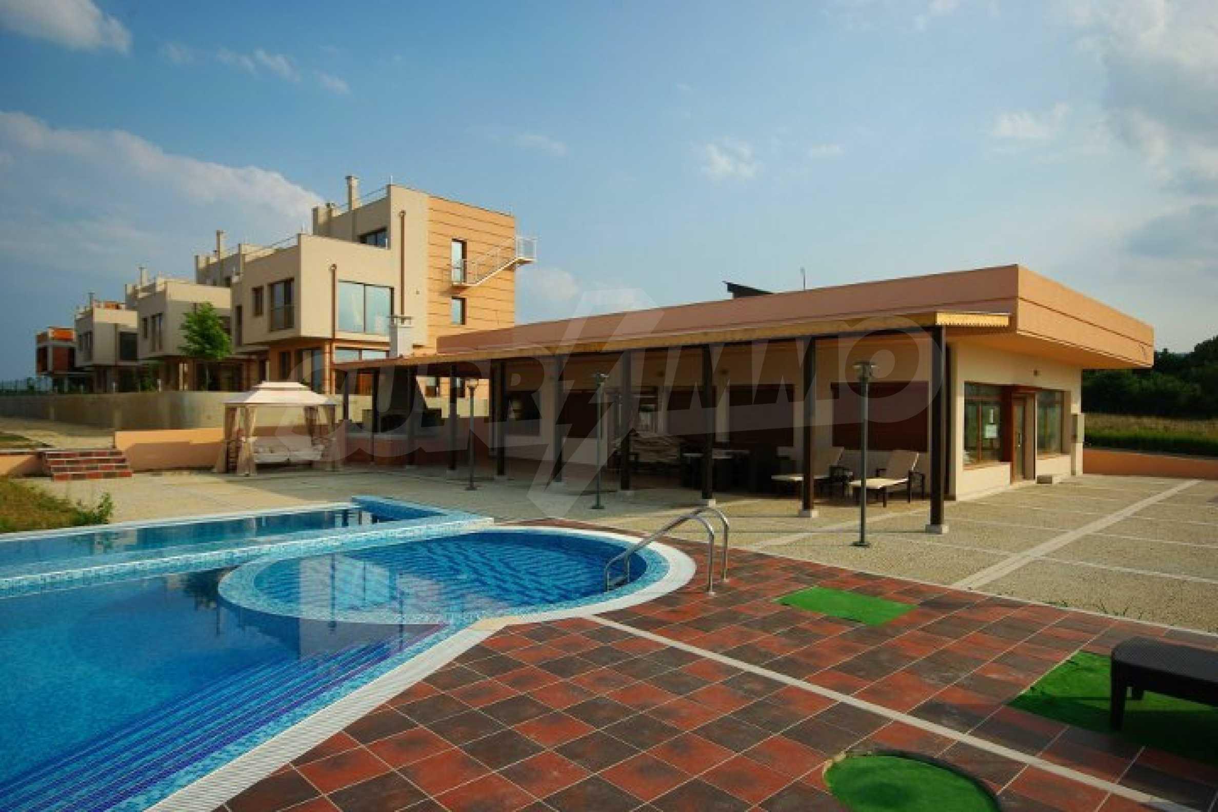 Luxusvilla mit Gemeinschaftspool zu verkaufen in Lozenets
