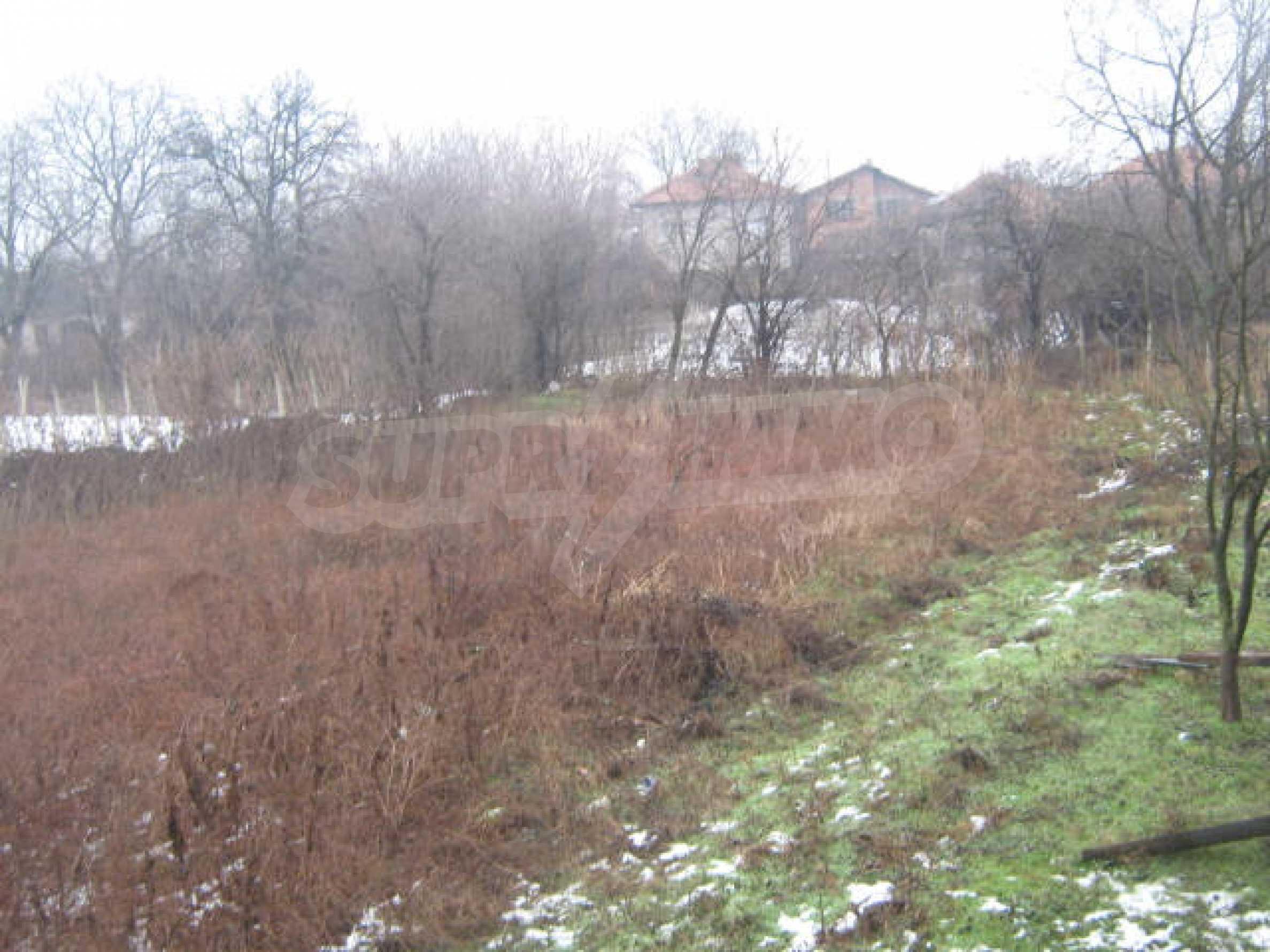 Vierstöckiges Haus mit Hof in der Nähe von der Stadt Widin 18