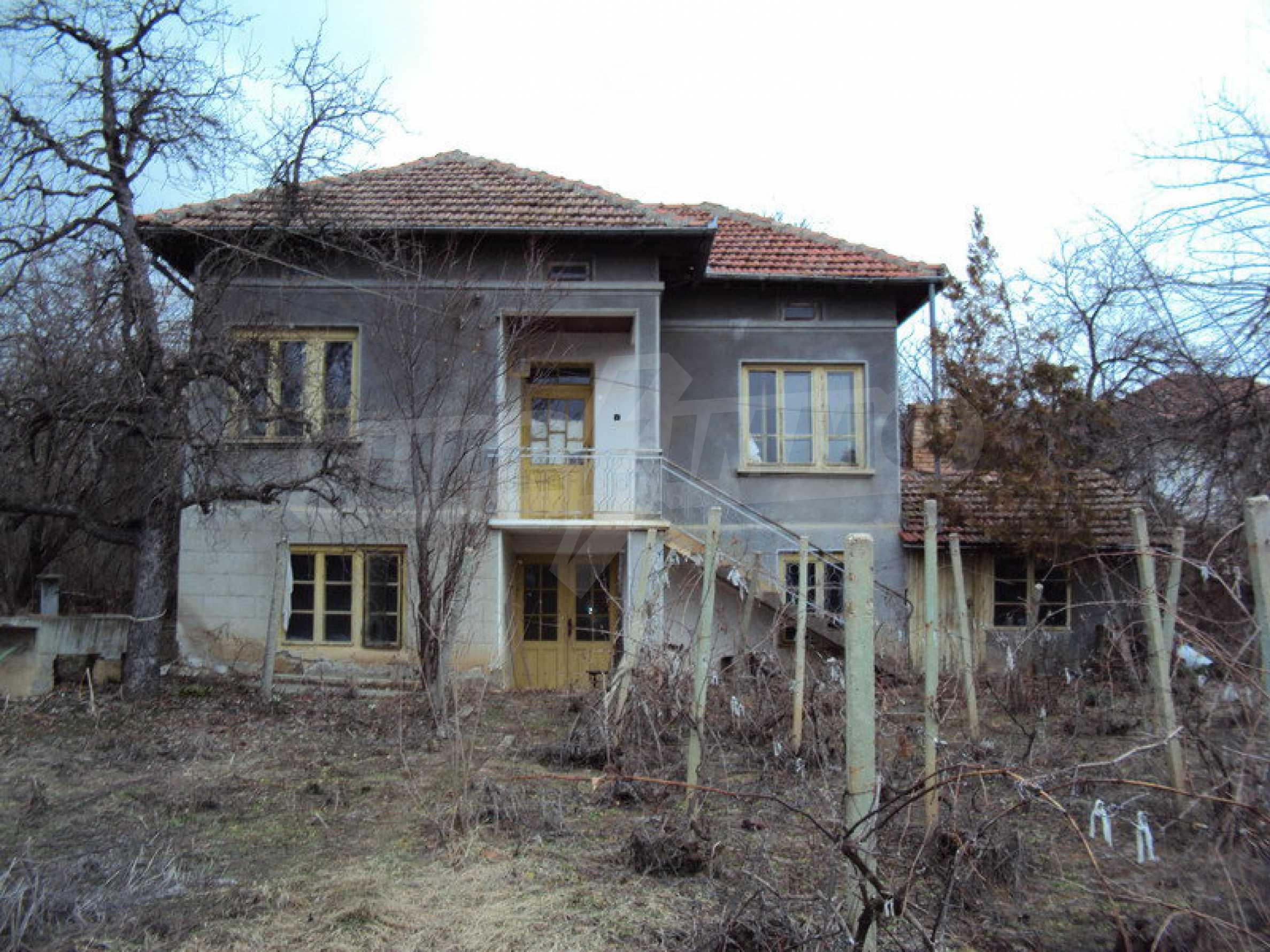 Стара къща с плевня в парцел с големина от 1300 кв.м. 11