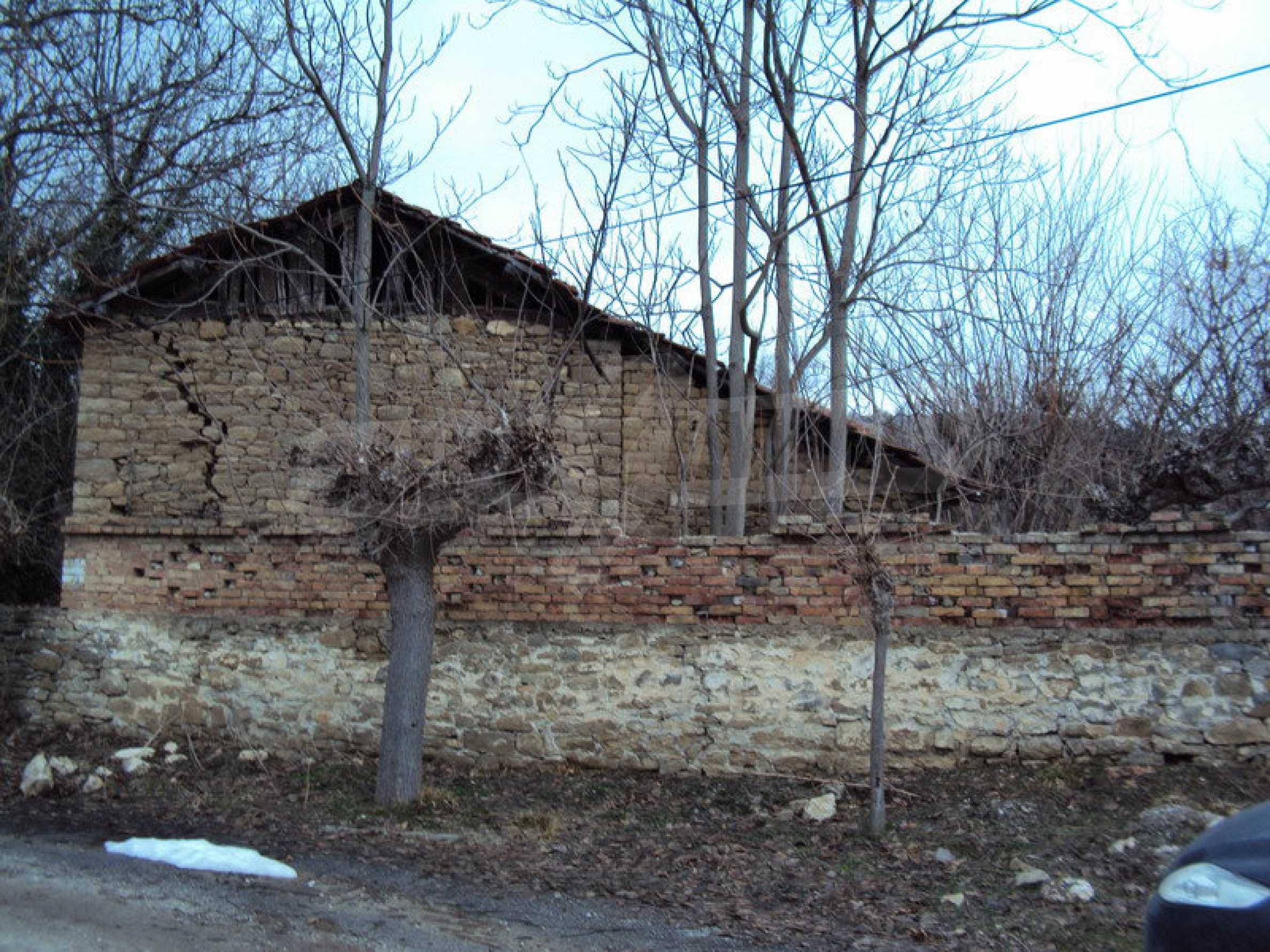 Стара къща с плевня в парцел с големина от 1300 кв.м. 12