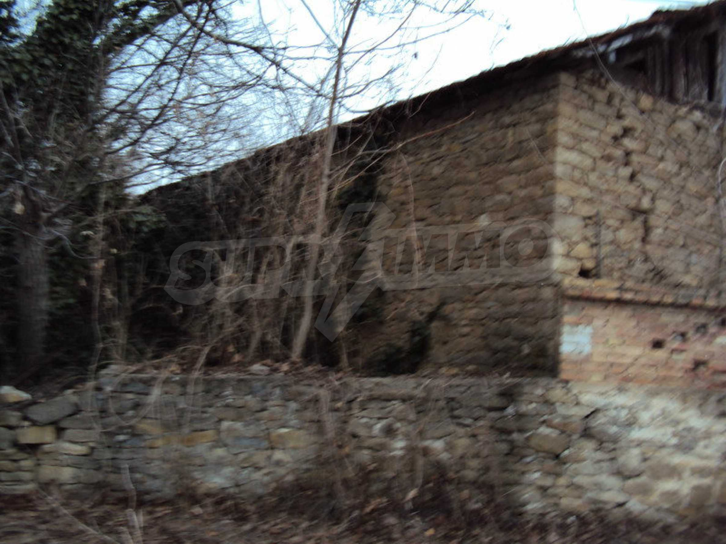 Стара къща с плевня в парцел с големина от 1300 кв.м. 13