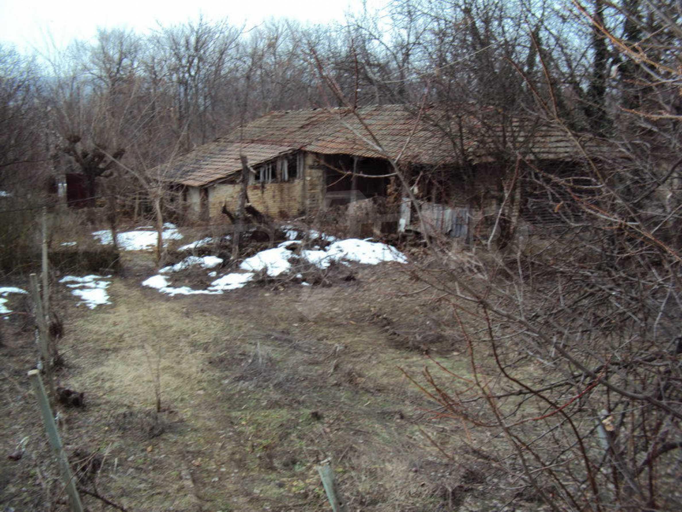 Стара къща с плевня в парцел с големина от 1300 кв.м. 15