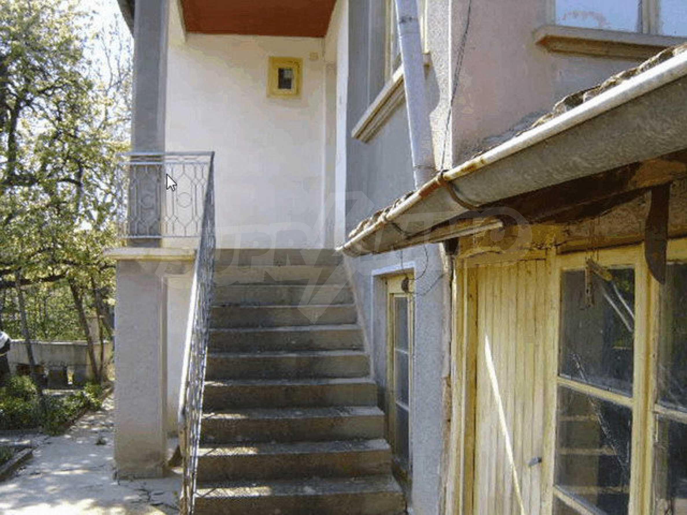 Стара къща с плевня в парцел с големина от 1300 кв.м. 19