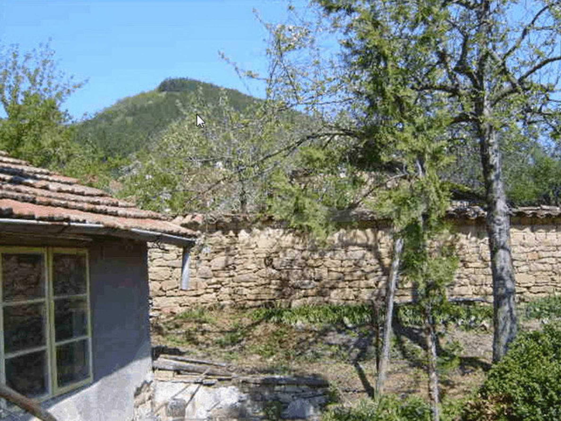 Стара къща с плевня в парцел с големина от 1300 кв.м. 21
