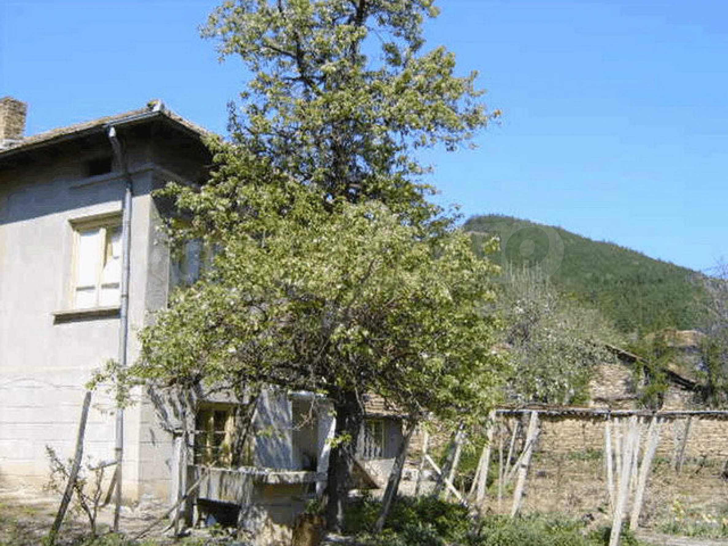 Стара къща с плевня в парцел с големина от 1300 кв.м. 22