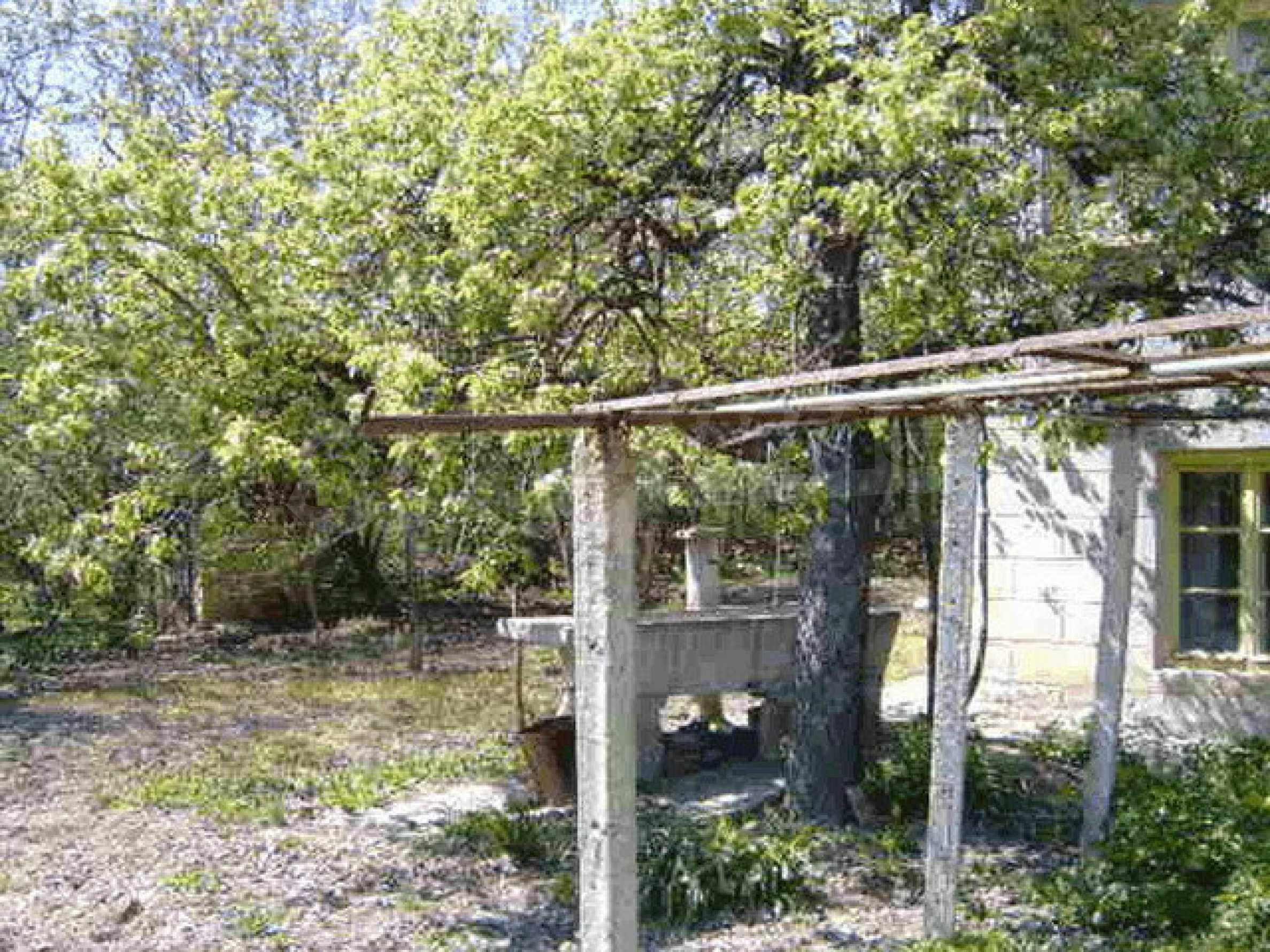 Стара къща с плевня в парцел с големина от 1300 кв.м. 23