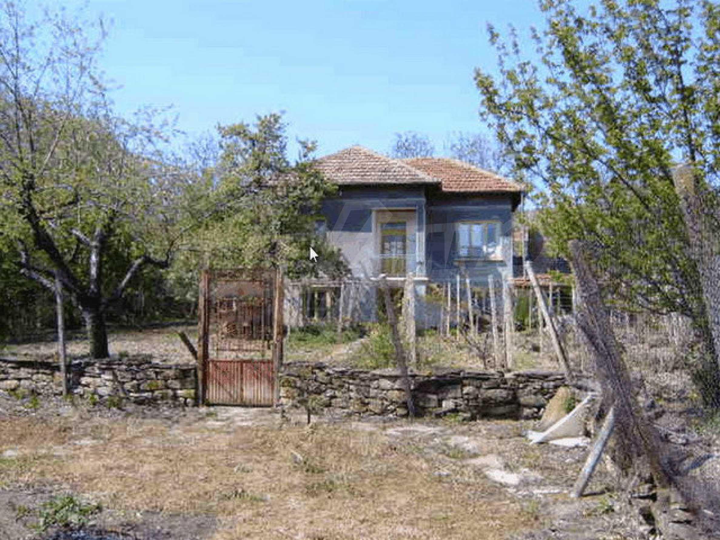 Стара къща с плевня в парцел с големина от 1300 кв.м. 24