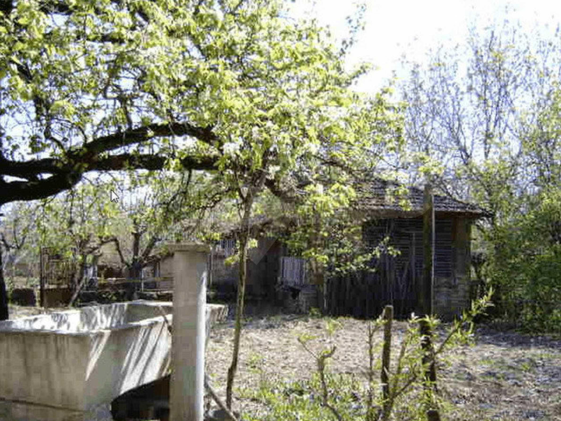 Стара къща с плевня в парцел с големина от 1300 кв.м. 25