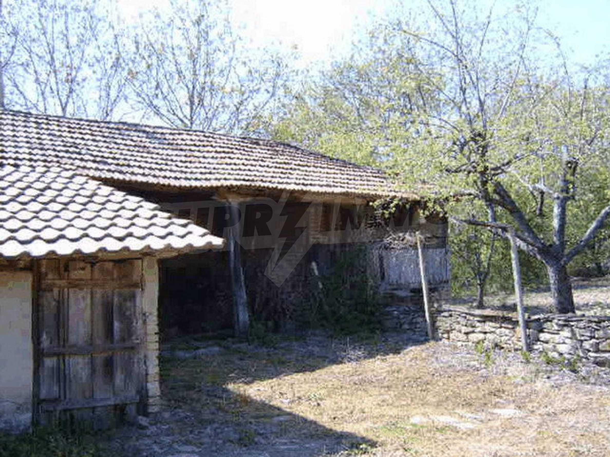 Стара къща с плевня в парцел с големина от 1300 кв.м. 26
