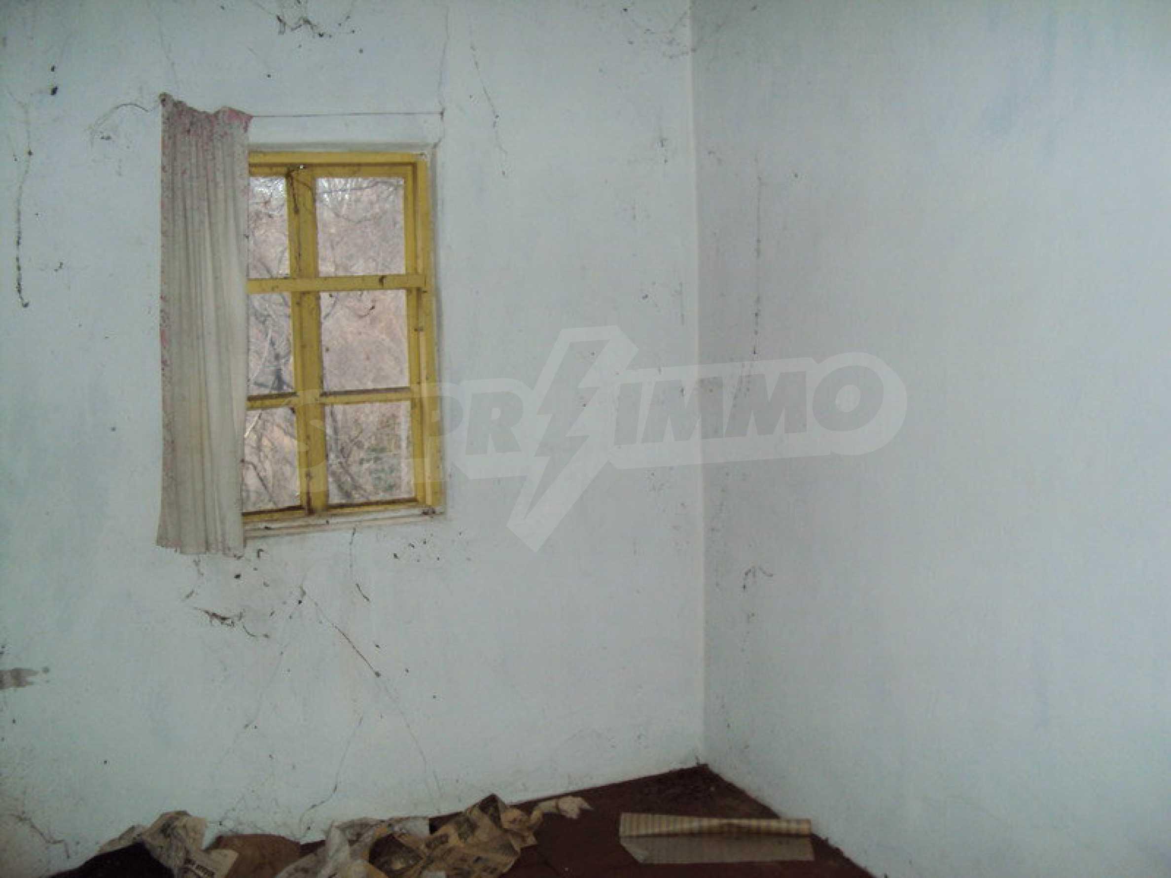 Стара къща с плевня в парцел с големина от 1300 кв.м. 5