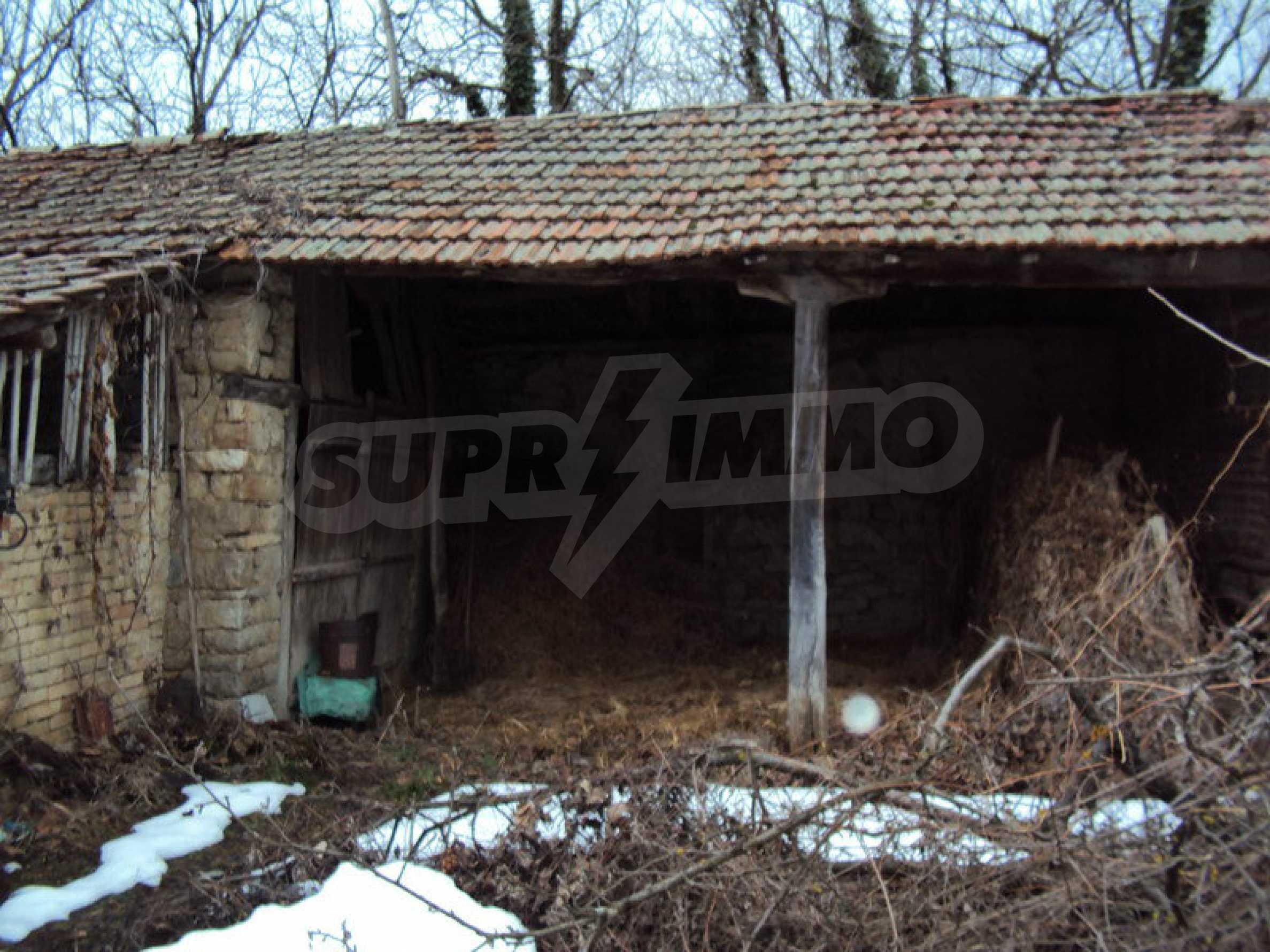Стара къща с плевня в парцел с големина от 1300 кв.м. 6