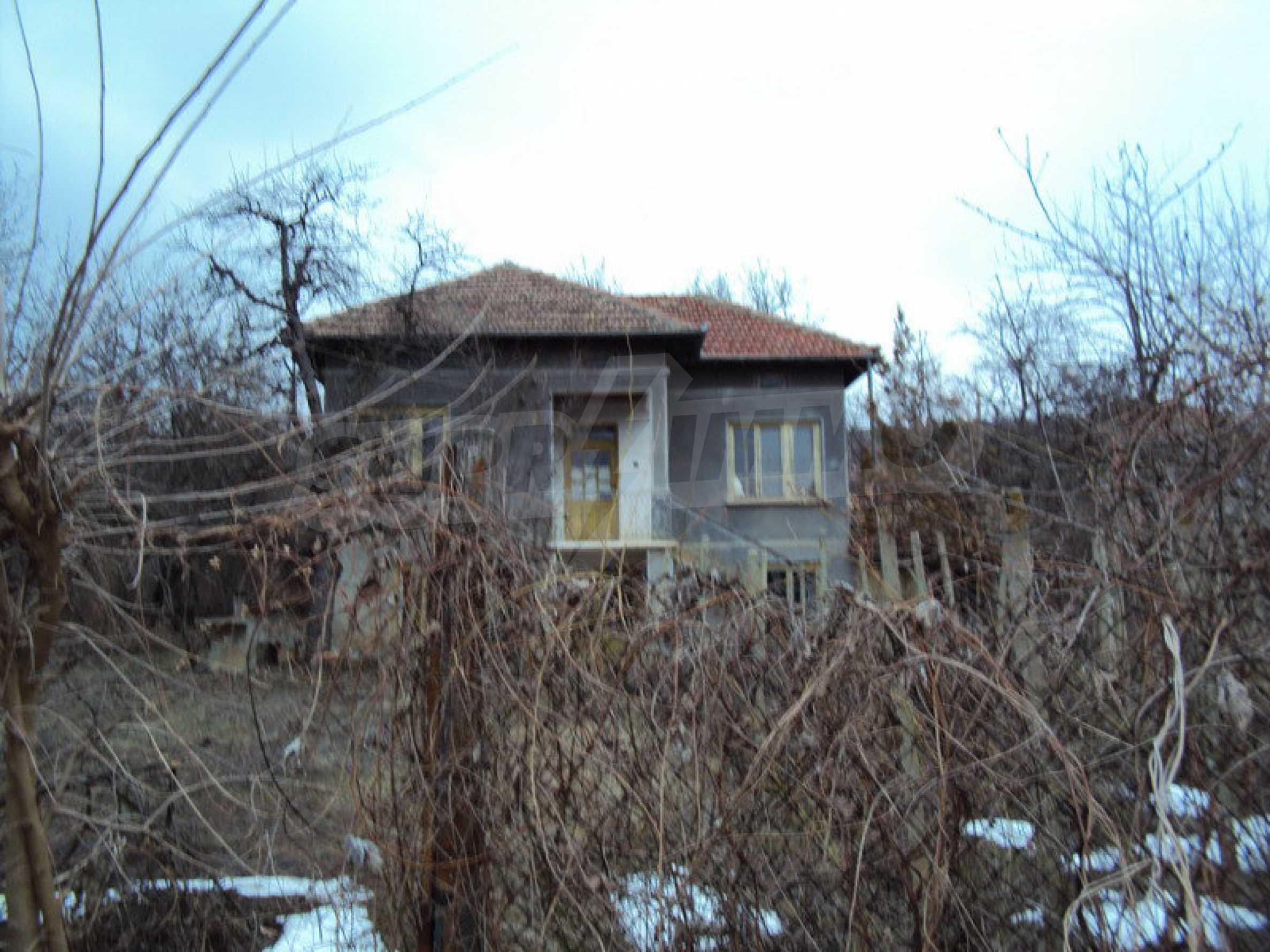Стара къща с плевня в парцел с големина от 1300 кв.м. 7