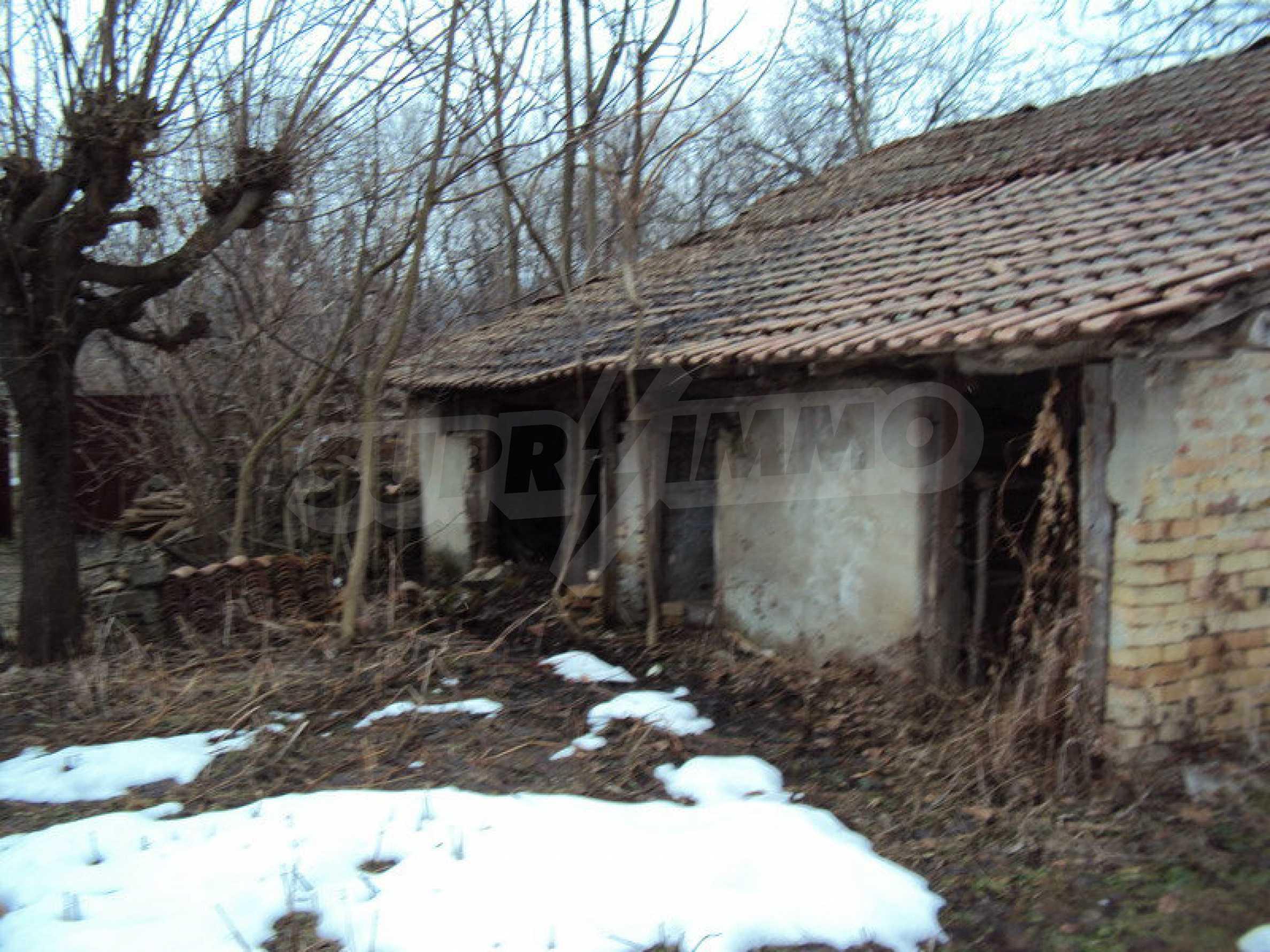 Стара къща с плевня в парцел с големина от 1300 кв.м. 8