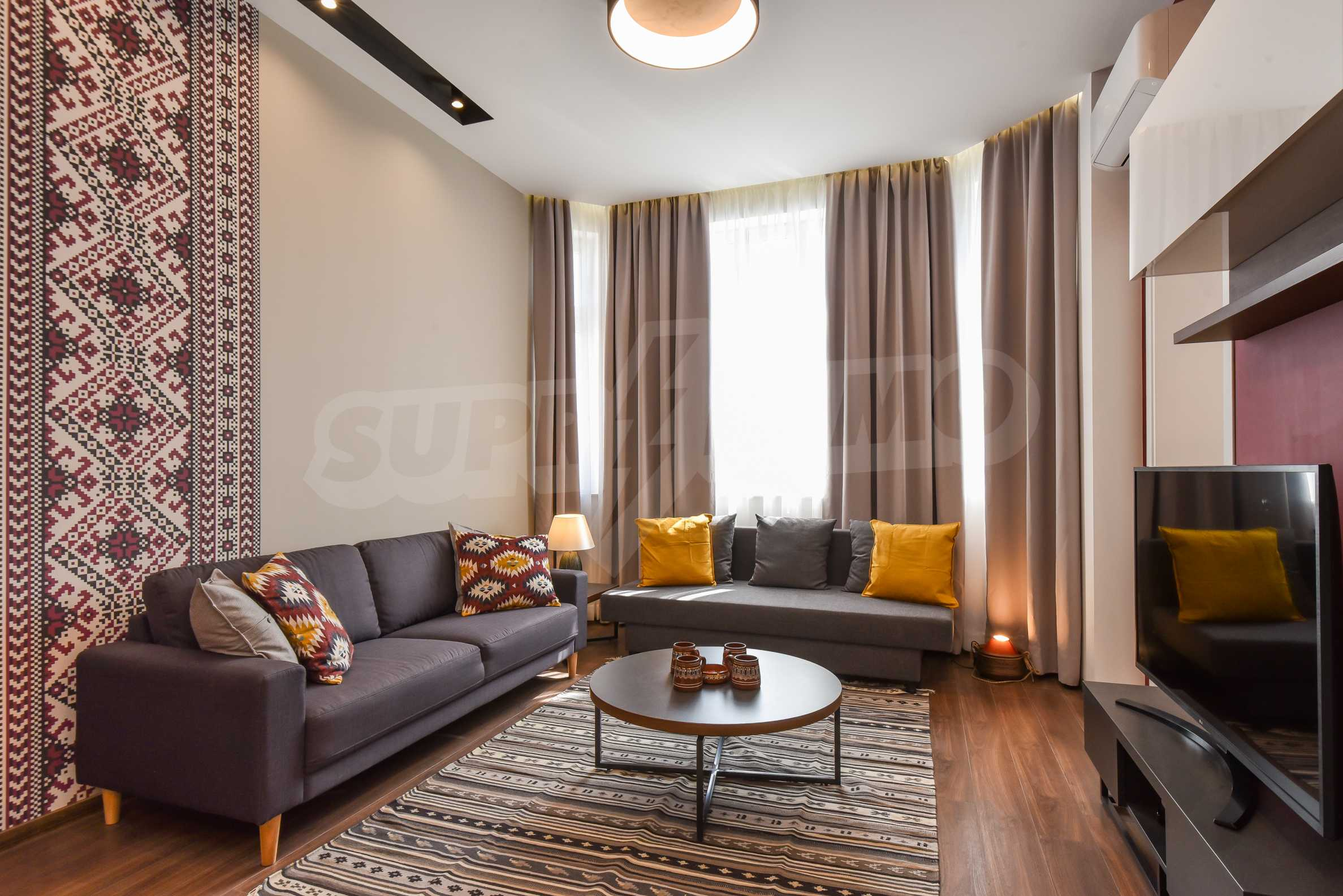 Designer two bedroom apartment in top center with working business 7