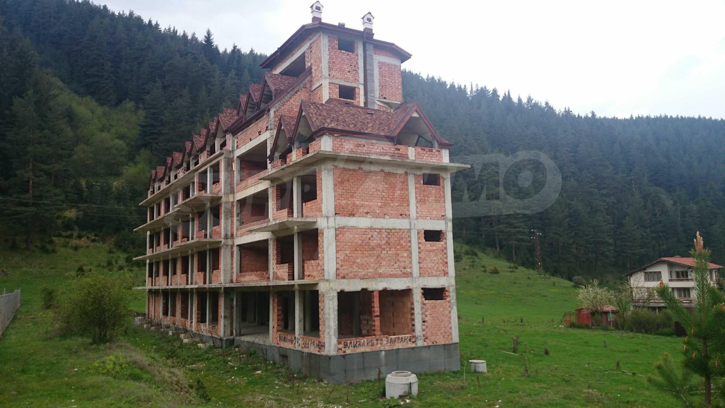 Raues Bauhotel in der Nähe von Borovets