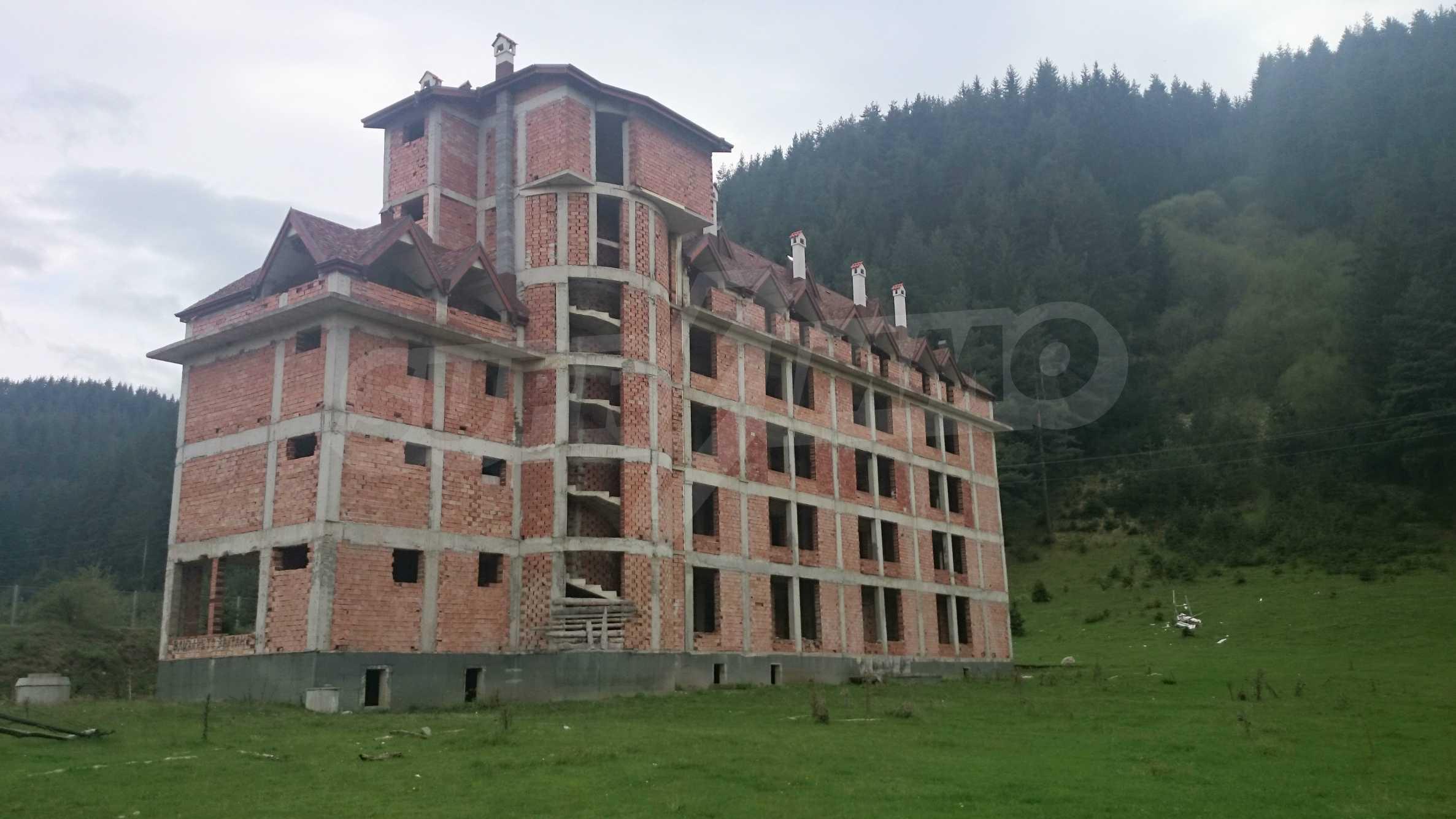 Raues Bauhotel in der Nähe von Borovets 1