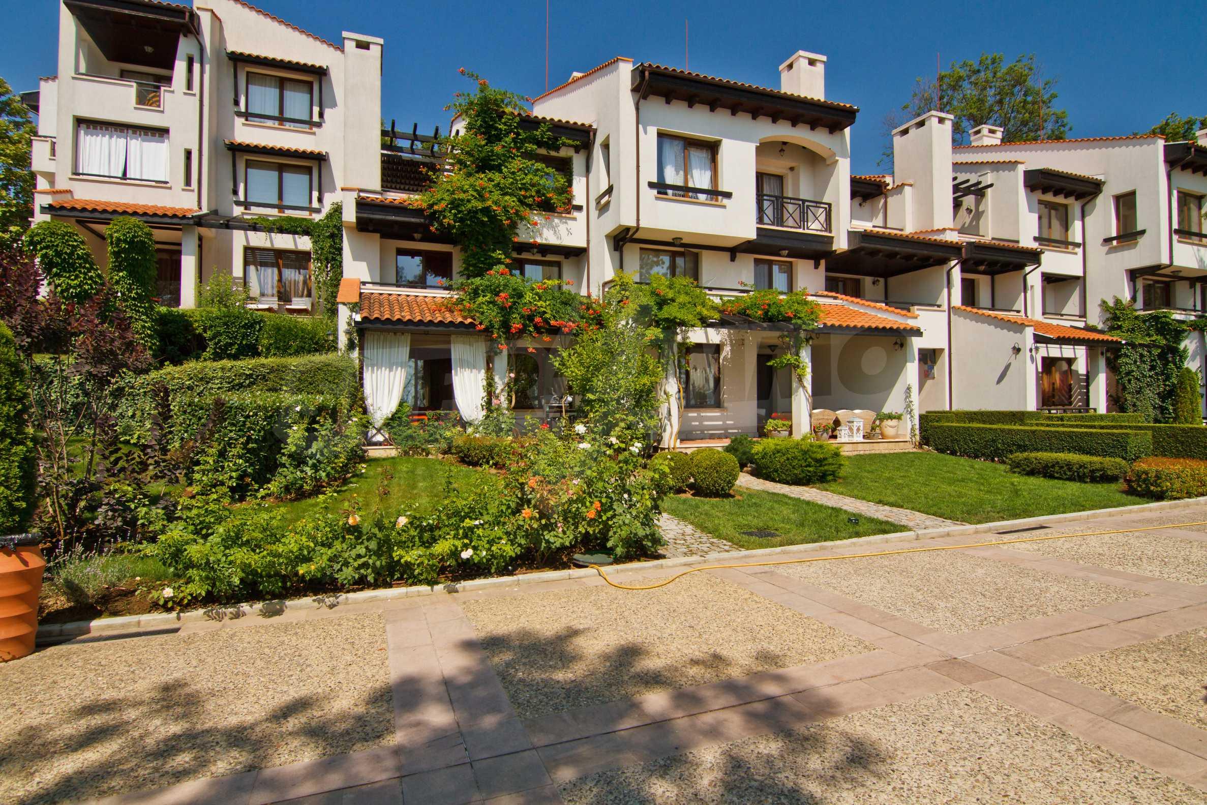 Двустаен апартамент в елитен комплекс на морето в Лозенец 11
